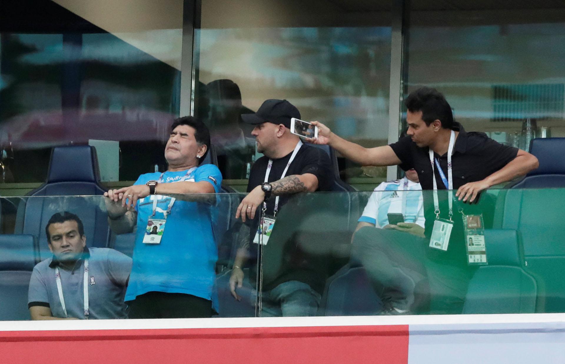 De sufrimiento a la alegría: Maradona vivió como un hincha el último partido del Grupo D