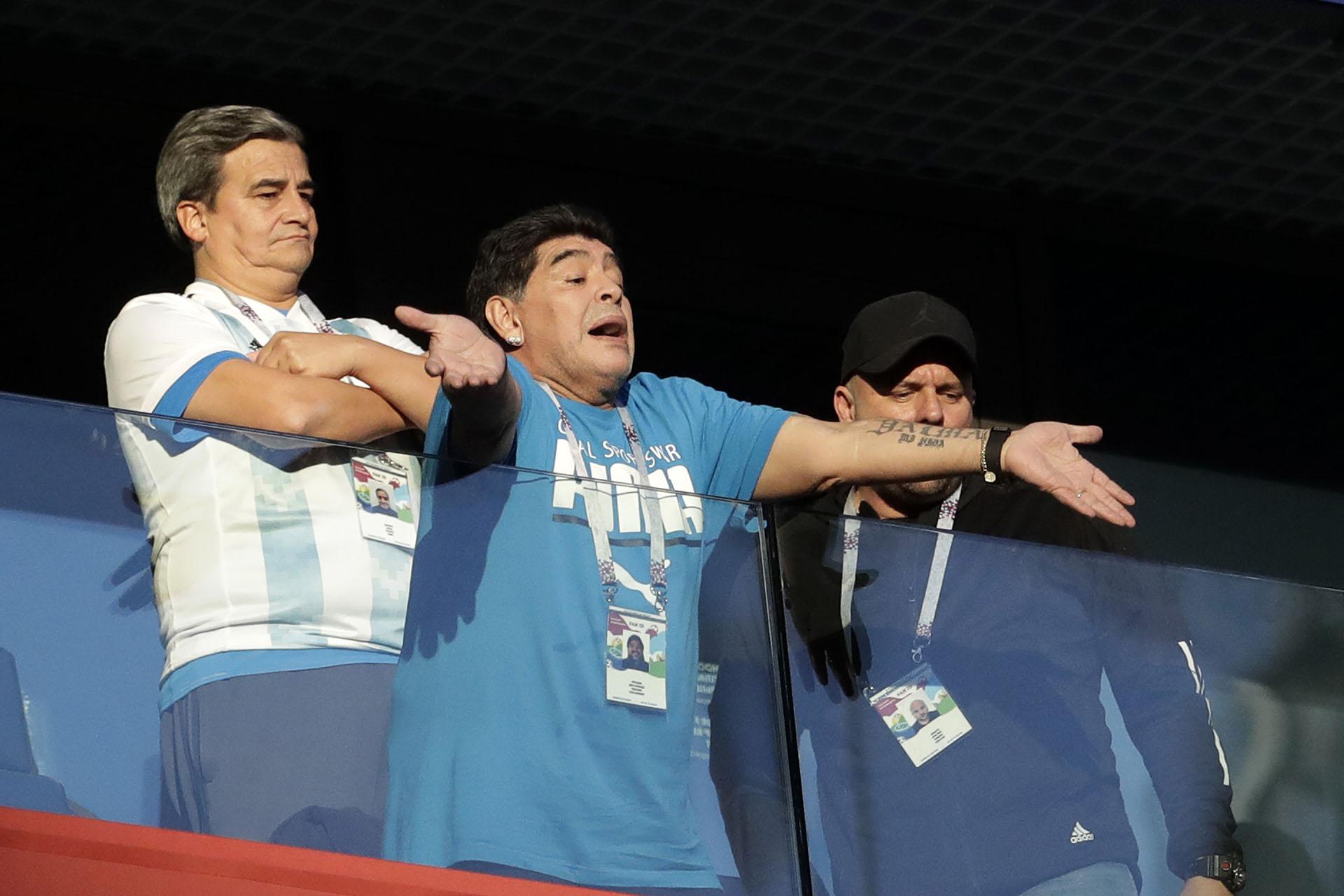 El próximo sábado Argentina enfrentará a Francia por los octavos de final: se espera que Maradona esté allí