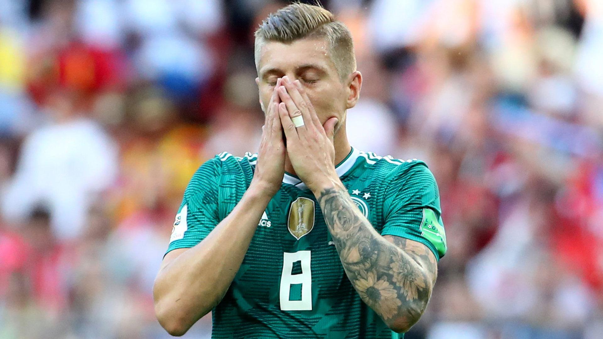Kroos se toma la cara: no pudo salvar a su equipo como ante Suecia (Reuters)