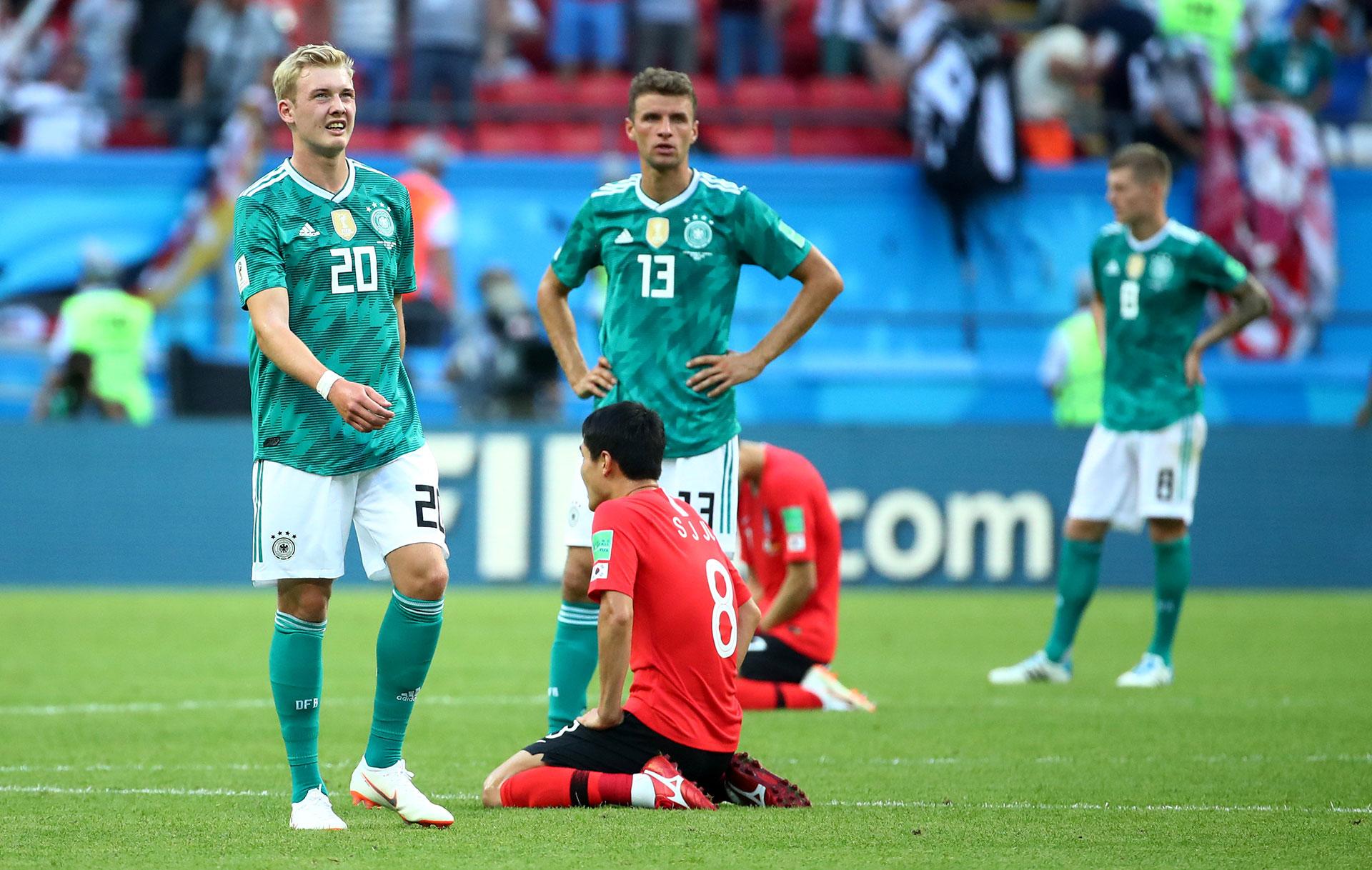 Brandt mira el cartel y no puede creer lo que ve: Corea del Sur 2 – Alemania 0 (Reuters)