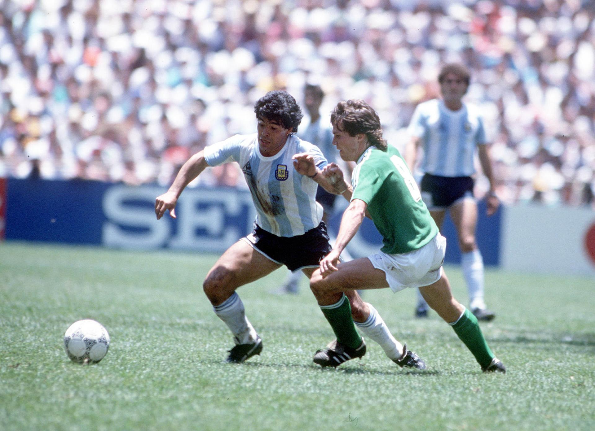 Maradona, figura de la Copa, contra un jovenLothar Matthaeus