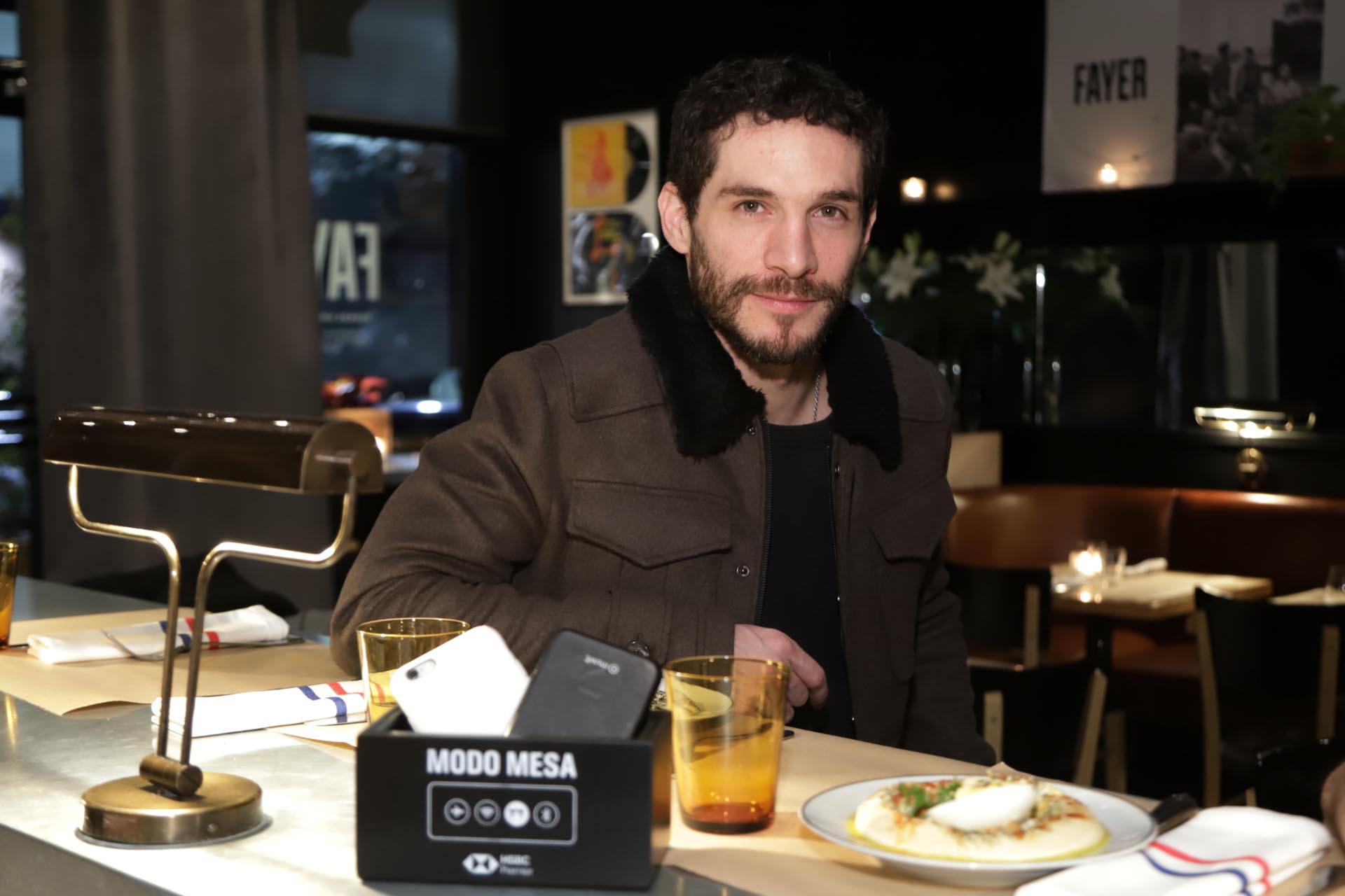 Recientemente separado de Celeste Cid, Michel Noher disfrutó de una cena en Fayer invitado por HSBC en el marco de su programa Modo Mesa. También se lo pudo ver junto a la actriz Paula Recca, aunque los dos juran que son solo amigos