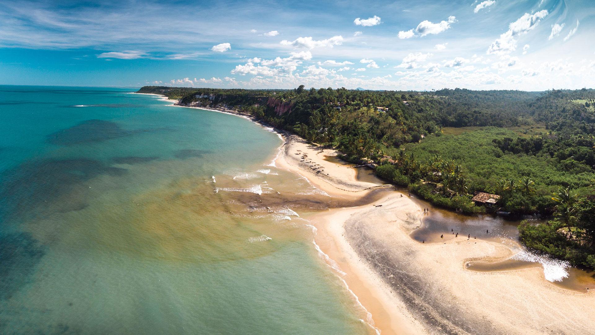 Trancoso es uno de los destinos favoritos del litoral de Bahía. Arenas finas, aguas cálidas y cristalinas y playas con pocos visitantes, son algunos de los atractivos que tiene para ofrecer