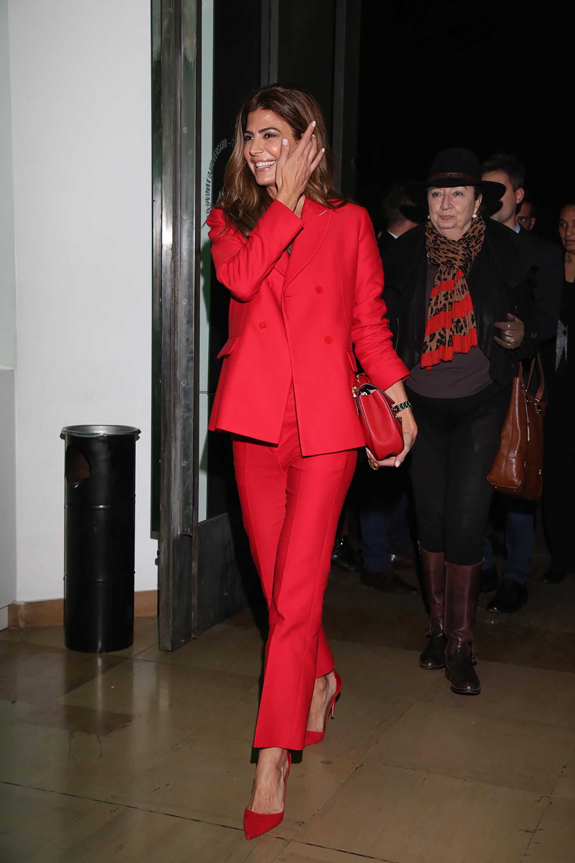 La llegada de la Primera Dama, Juliana Awada, quien arribó antes a la pre-inauguración e hizo un recorrido privado guiado por la curadora de la muestra, Mariana Marchesi, directora artística del Museo Nacional de Bellas Artes