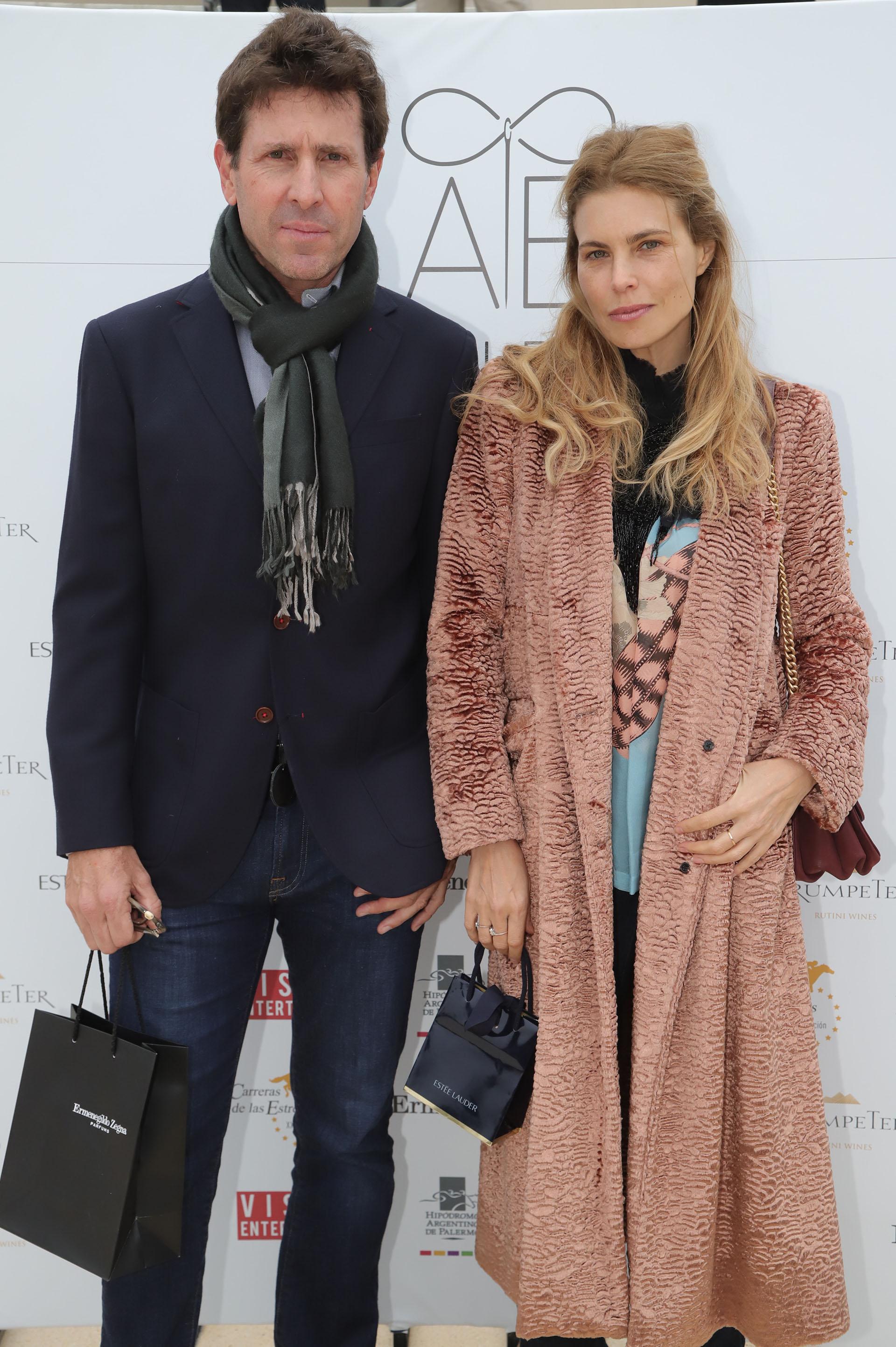 La hora de la moda: Justo Saavedra y Julieta Kemble disfrutaron del desfile de Adrián Brown, en una tarde que combinó moda y deporte