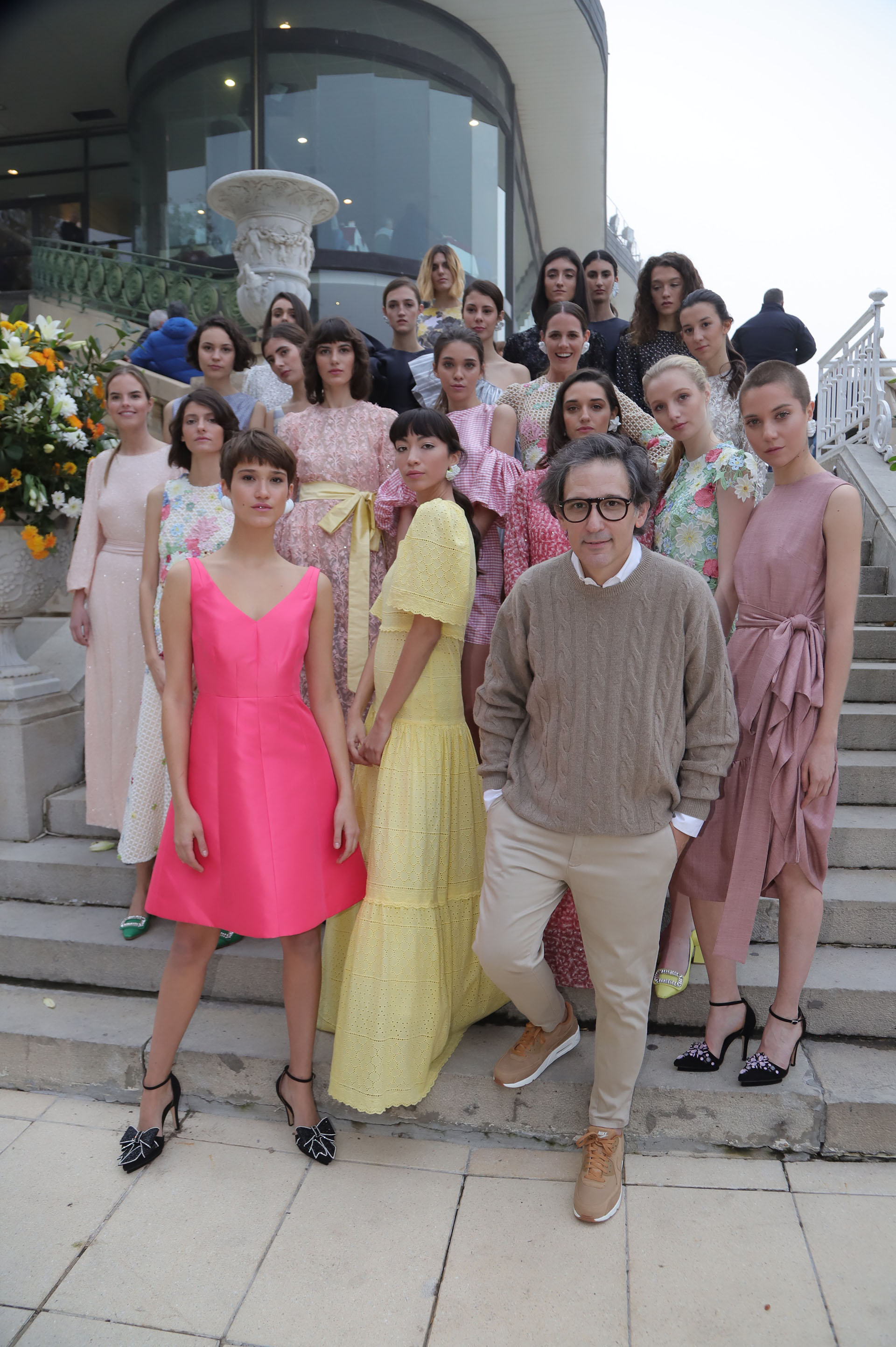 Adrián Brown invitó a descubrir su colección Crucero 2018 en el marco de la Carreras de las Estrellas, una jornada en la que la moda y el turf fueron de la mano en el Hipódromo de Palermo