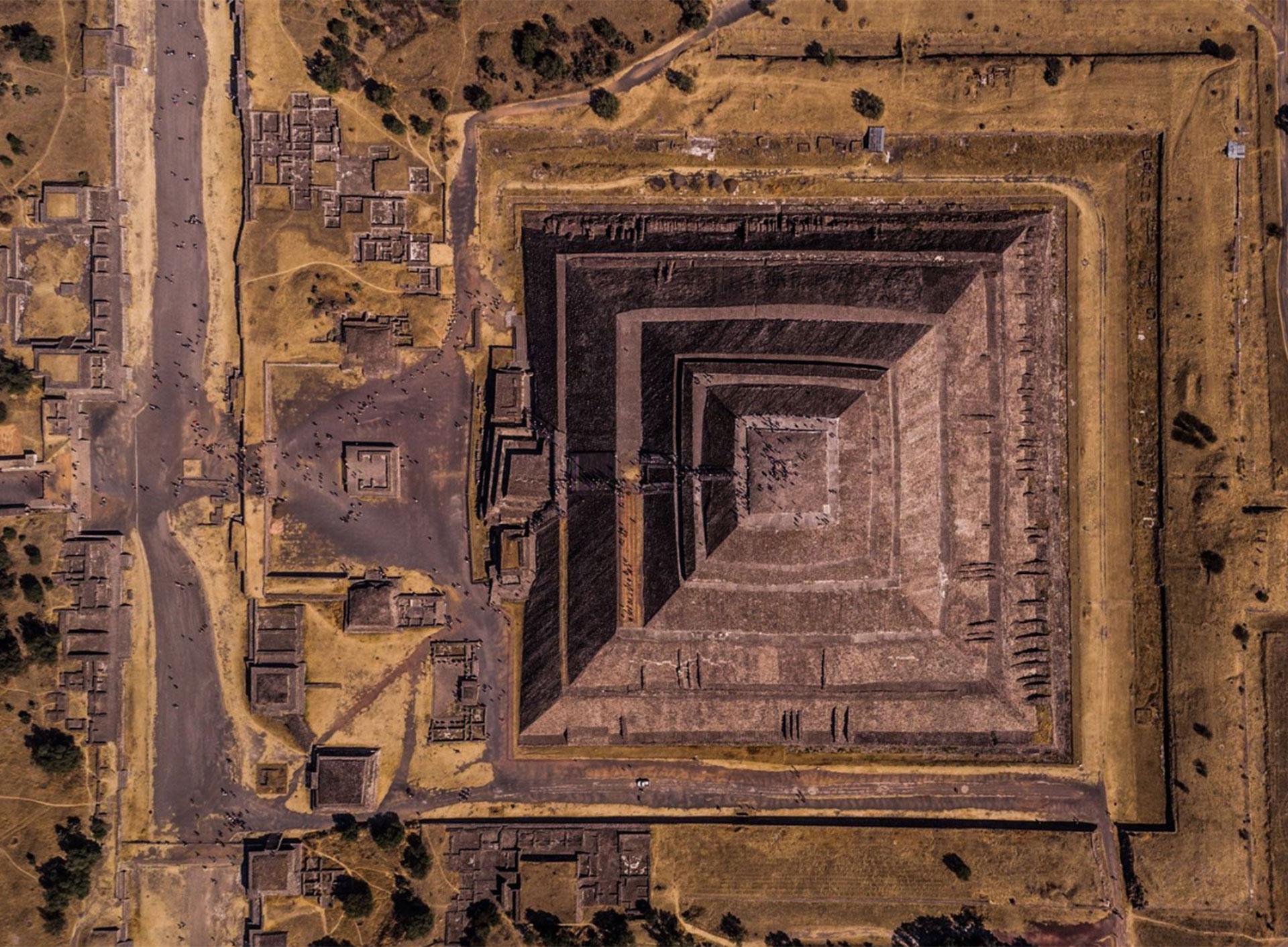"""""""Geometría del sol"""". La pirámide del sol en Teotihuacán, México."""