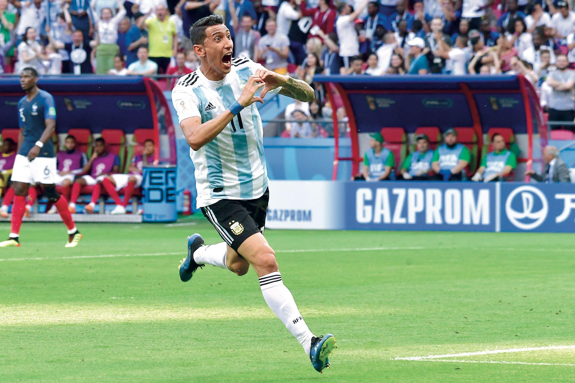El partido contra Francia estuvo repleto de emociones. Casi al final del primer tiempo, Angel Di María consiguió el 1 a 1 (Francia se había puesto en ventaja por un gol de penal convertido por Griezmann) y lo festejó con su clásico gesto en forma de corazón.
