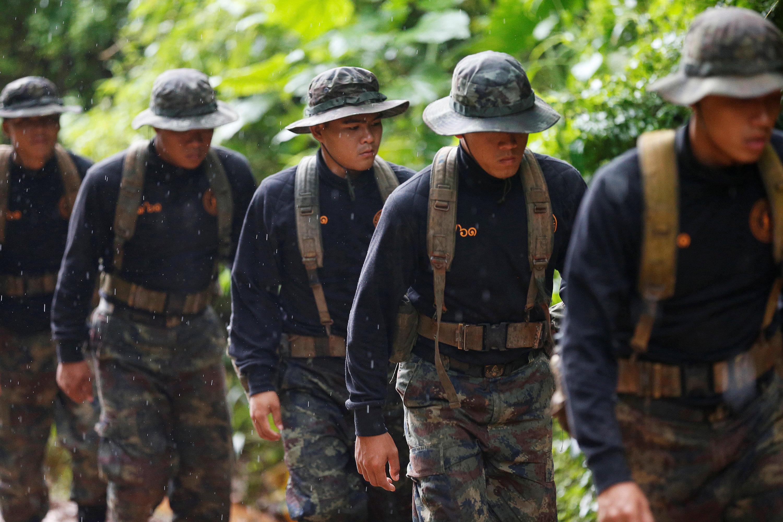 Rescatistas en el complejo de cuevas Tham Luang (Reuters)
