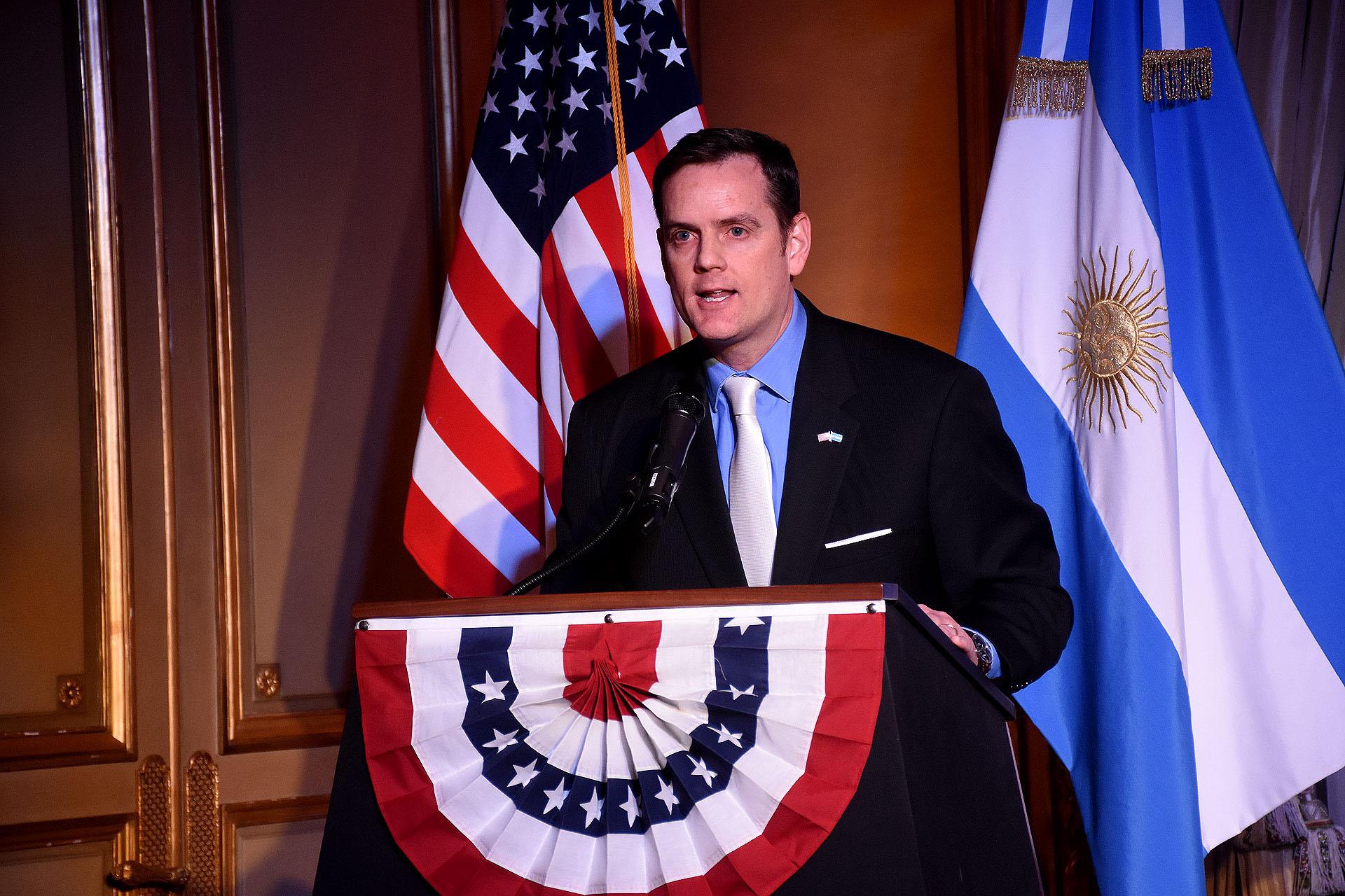El encargado de Negocios de la embajada de los Estados Unidos, Tom Cooney
