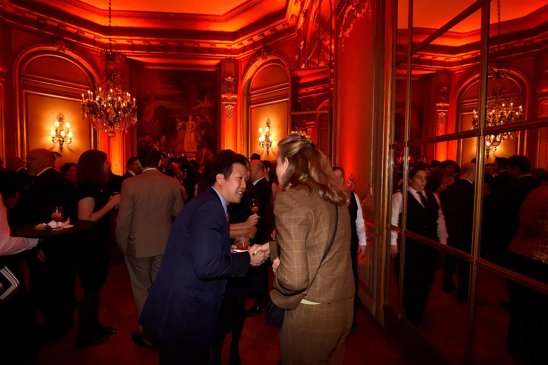 """La ambientación de la recepción en los años 20 estuvo en todos los detalles y hasta incluyó un bar tipo """"speakeasy"""", en uno de los grandes salones del Palacio Bosch"""