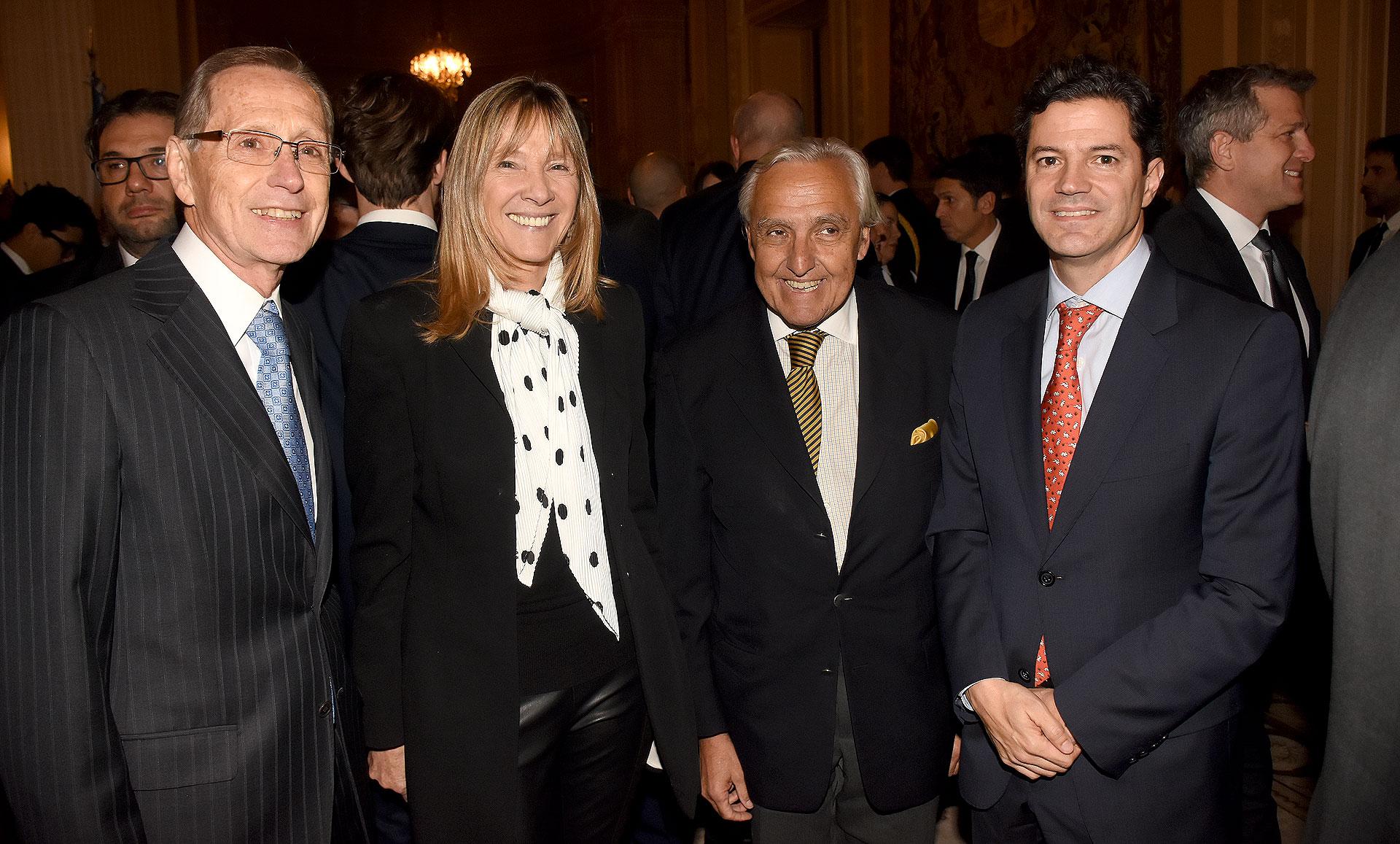 El presidente del CARI, Adalberto Rodríguez Giavarini, junto al analista político, Rosendo Fraga, y al presidente de la Comisión de Presupuesto y Hacienda de la Cámara de Diputados, Luciano Laspina