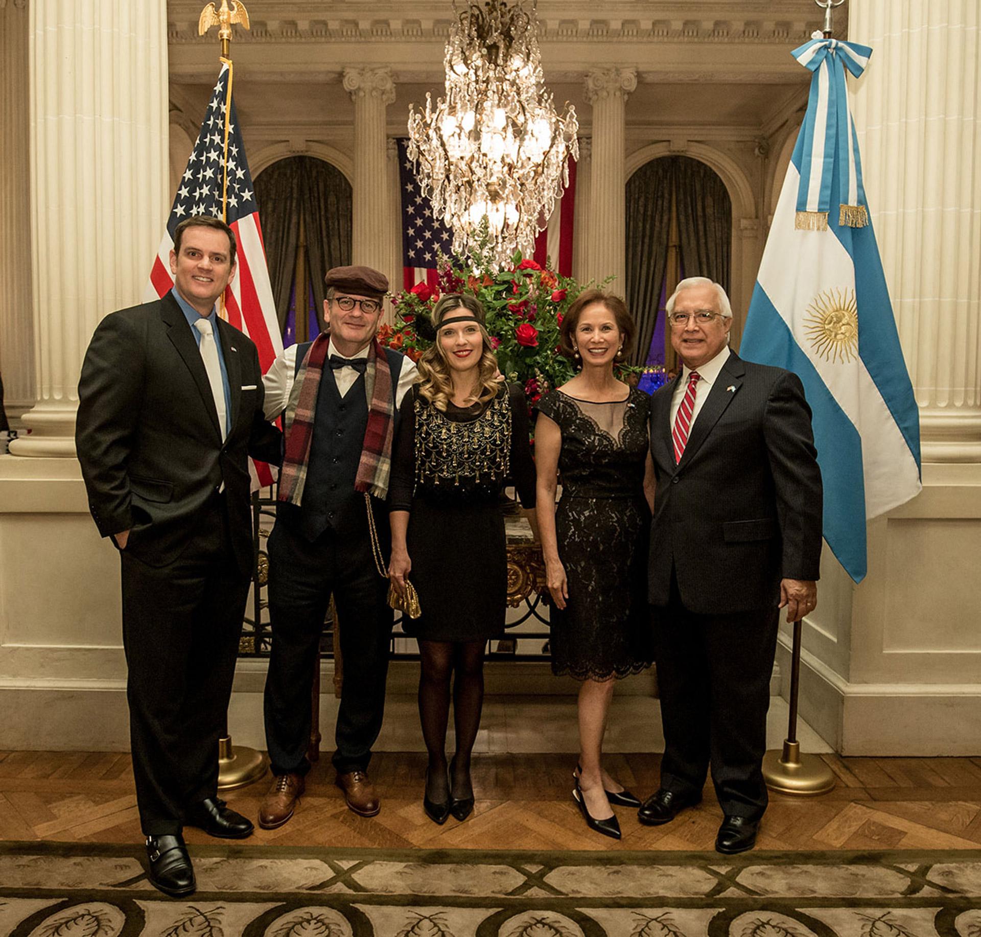 El embajador de los Estados Unidos junto a su mujer María y Tom Cooney reciben a Ilan Sztulman, embajador de Israel en la Argentina, y su mujer Jaqueline