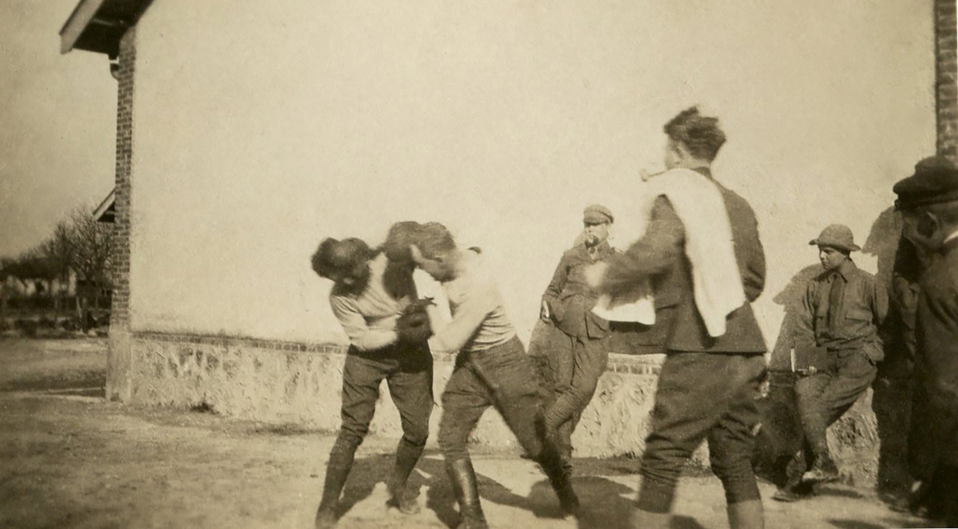 Una pelea de boxeo para combatir el aburrimiento