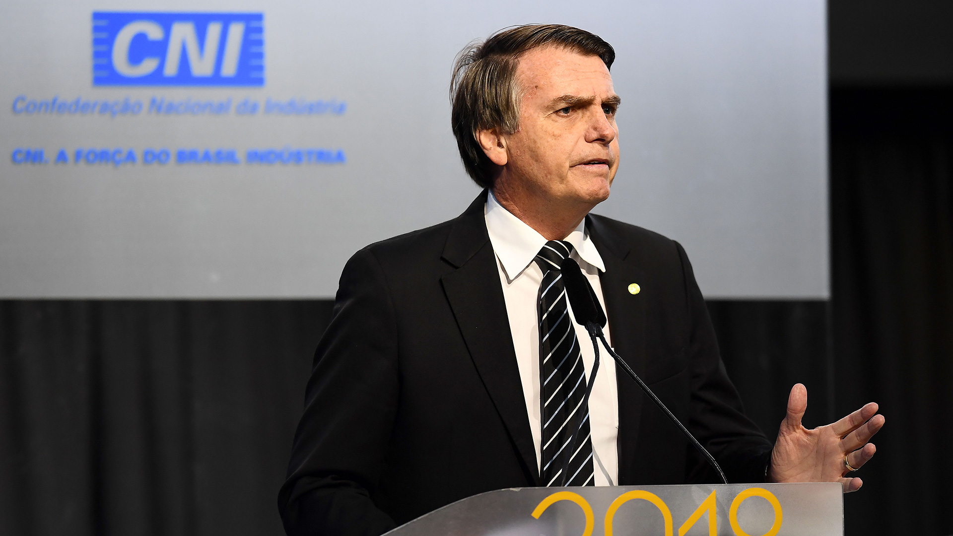 El candidato ultraderechista Jair Bolsonaro en un foro empresario (AFP)