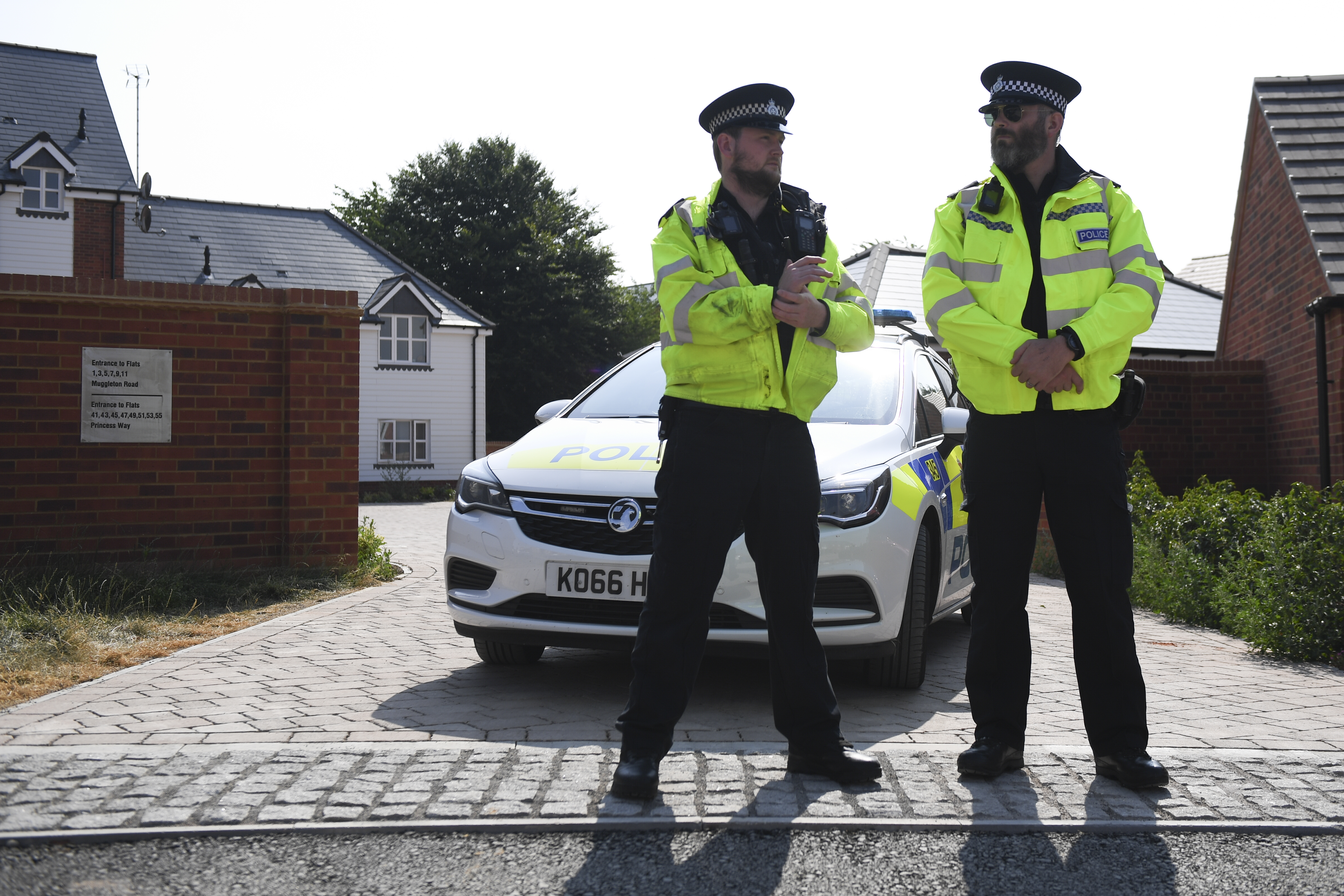 Police officers are seen standing guard outside a residential address in Amesbury, southern England, on July 5, 2018 where police reported a man and woman were found unconscious in circumstances that sparked a major incident after contact with what was later identified as the nerve agent Novichok. British police scrambled on July 5, to determine how a couple were exposed to the same nerve agent, Novichok, used on a former Russian spy earlier this year, leaving them critically ill. The couple were taken ill on Saturday in Amesbury, close to the city of Salisbury, where former double agent Sergei Skripal and his daughter Yulia were found slumped on a bench on March 4, in an incident that sparked a diplomatic crisis with Russia. / AFP PHOTO / Chris J Ratcliffe /