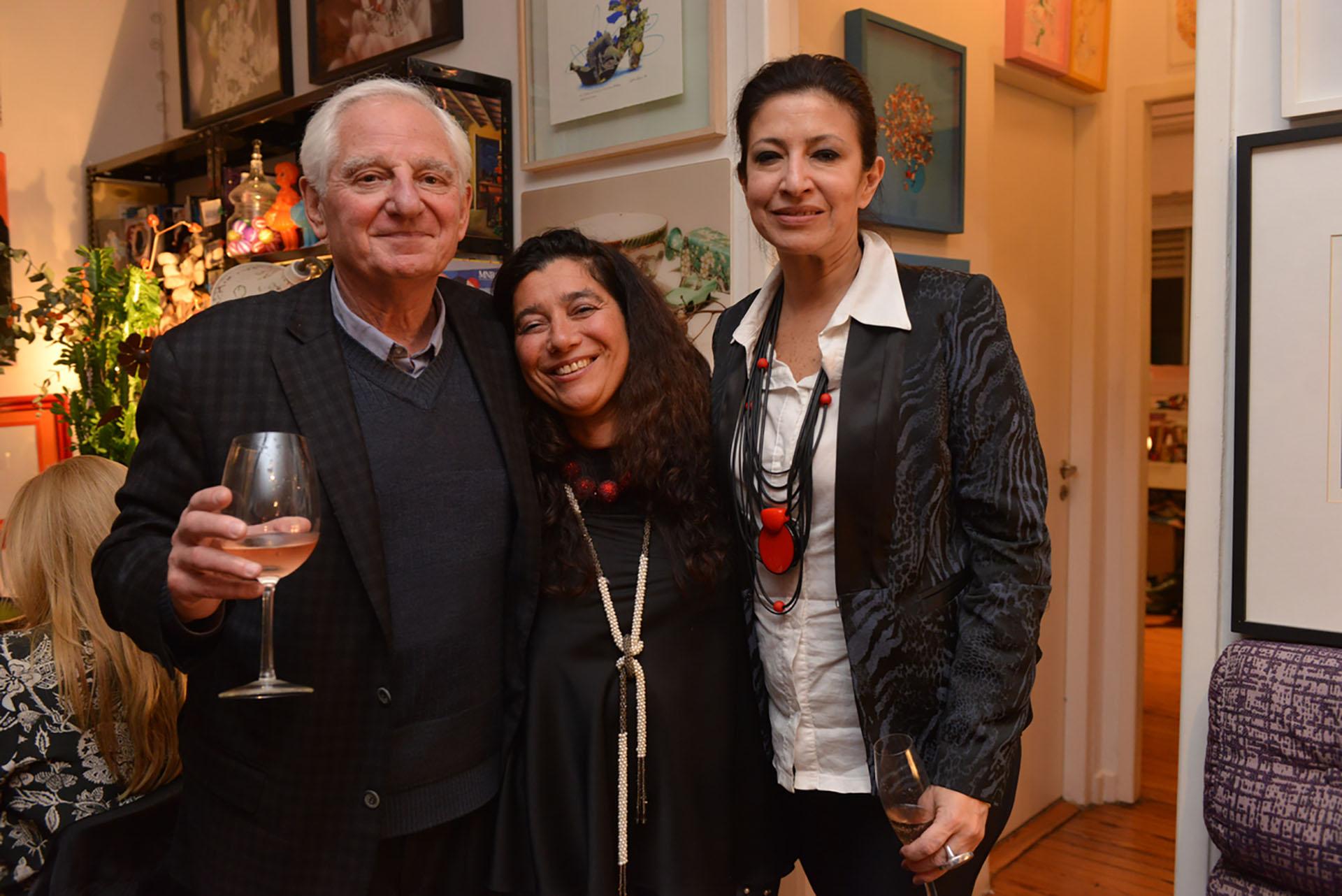 Hugo Ivanier, director asociado de Verbo Comunicación, junto a Mariela Ivanier y Victoria Baeza