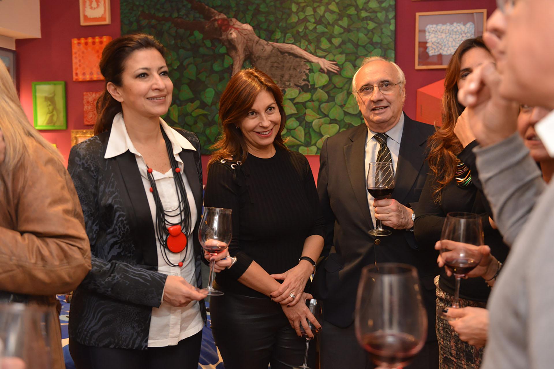 La arquitecta Victoria Baeza junto a los abogados Alejandra Sissias y Daniel Ostropolsky, ex miembro del Consejo de la Magistratura
