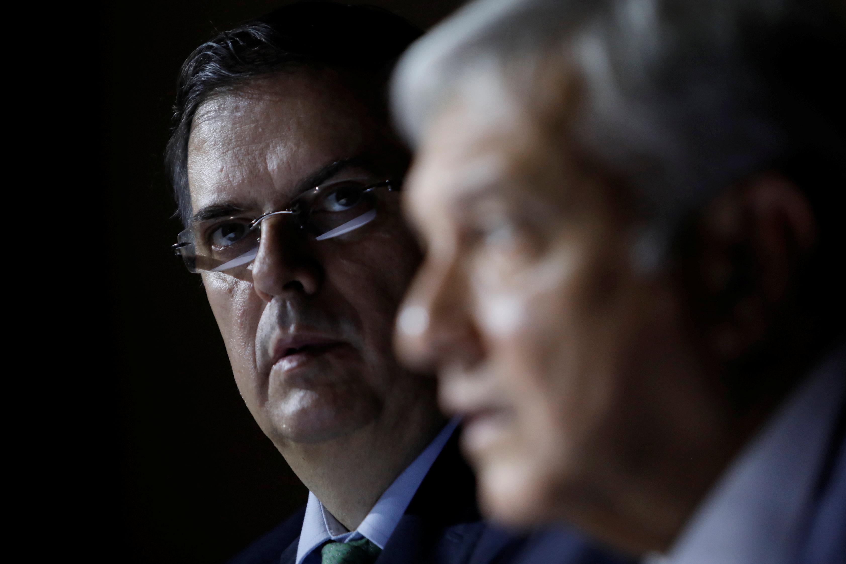 El canciller Marcelo Ebrard junto al presidente Andrés Manuel Lopez Obrador (Foto: REUTERS/Carlos Jasso)