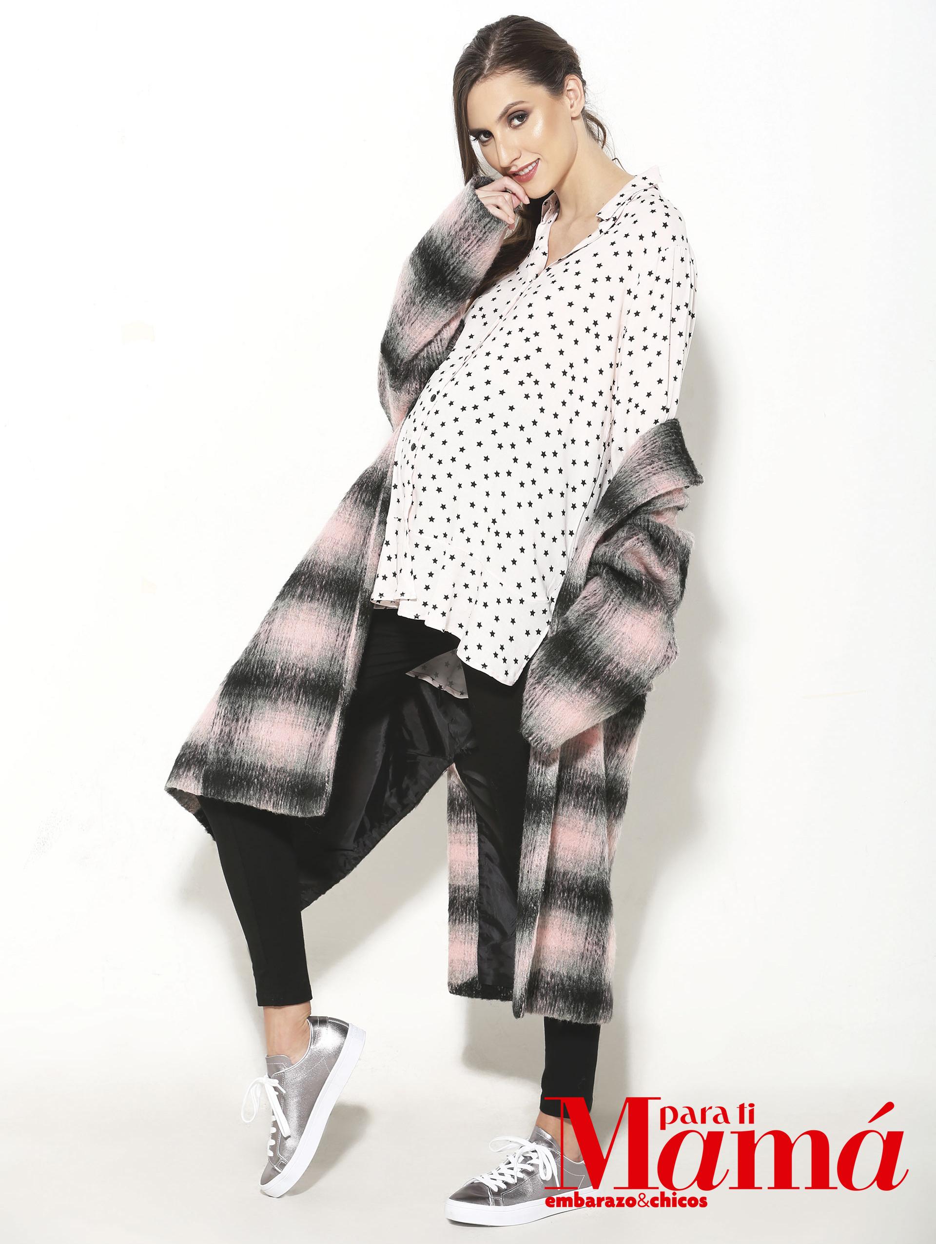 Tapado escocés en negro y rosa ($4.200), IndiaStyle; camisaestampada y calzas($1.590 y $1.550)Maa Maternity,y zapatillas,(Consultar precio)Adidas.