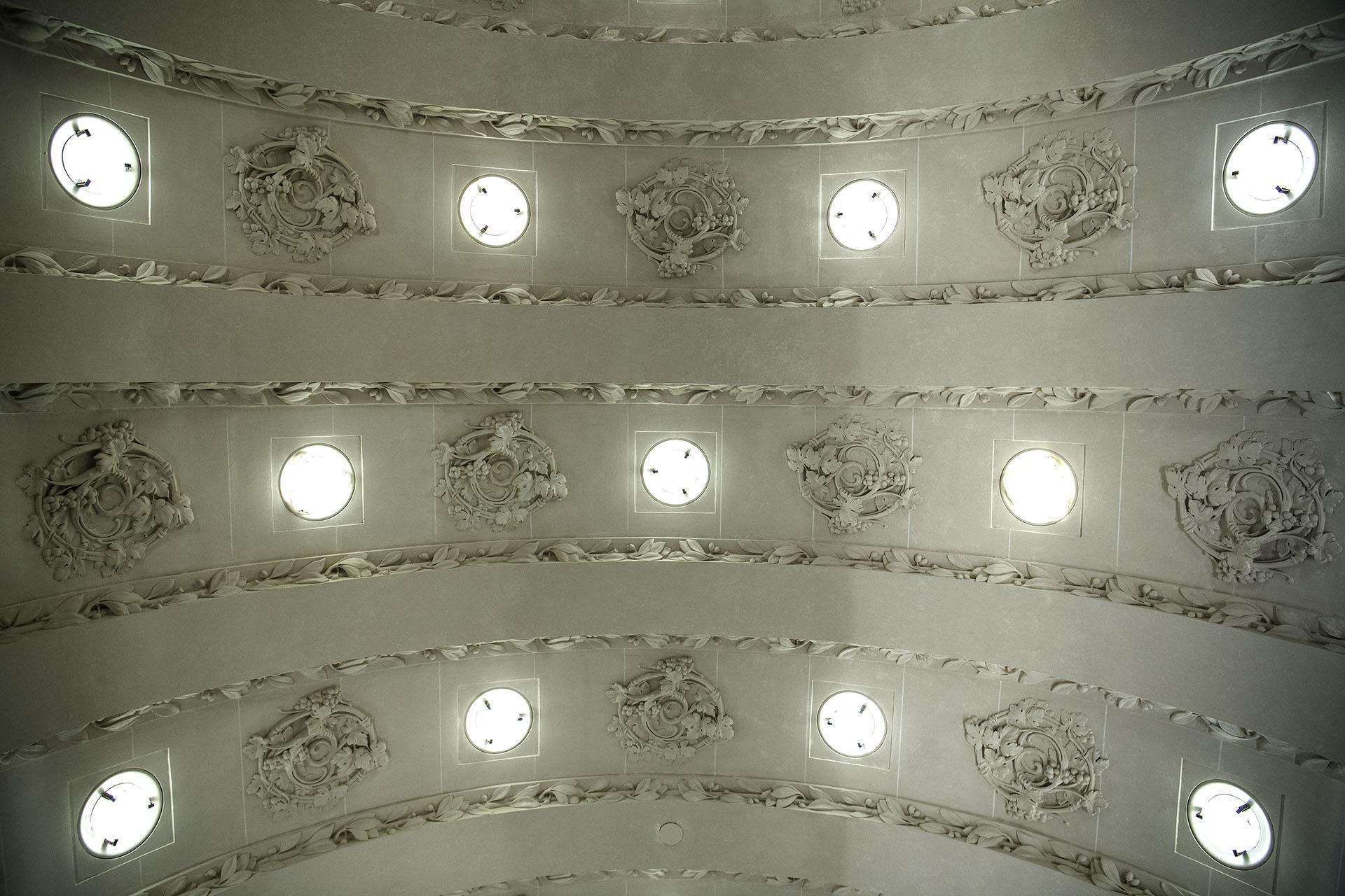 El techo de la entrada del Hotel Lutecia(AFP PHOTO / Christophe ARCHAMBAULT)