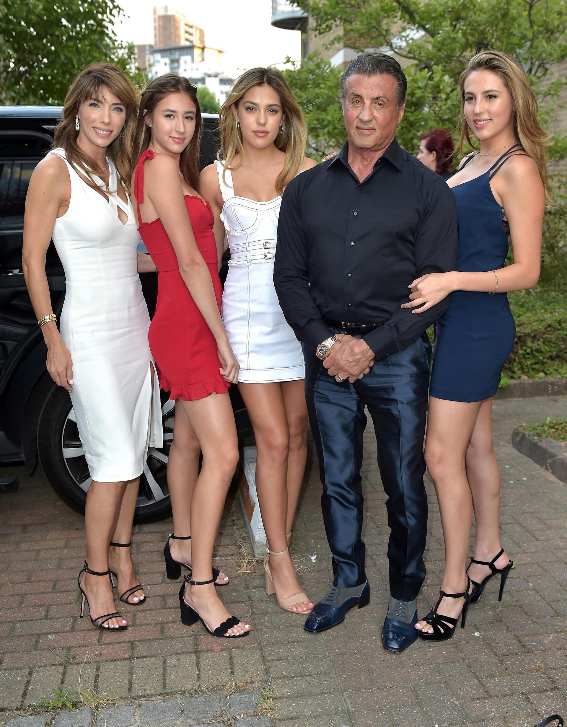 Sylvester Stallone junto a su mujer y sus tres hijas Sophia Rose, Sistine Rose y Scarlett Rose (Grosby Group)
