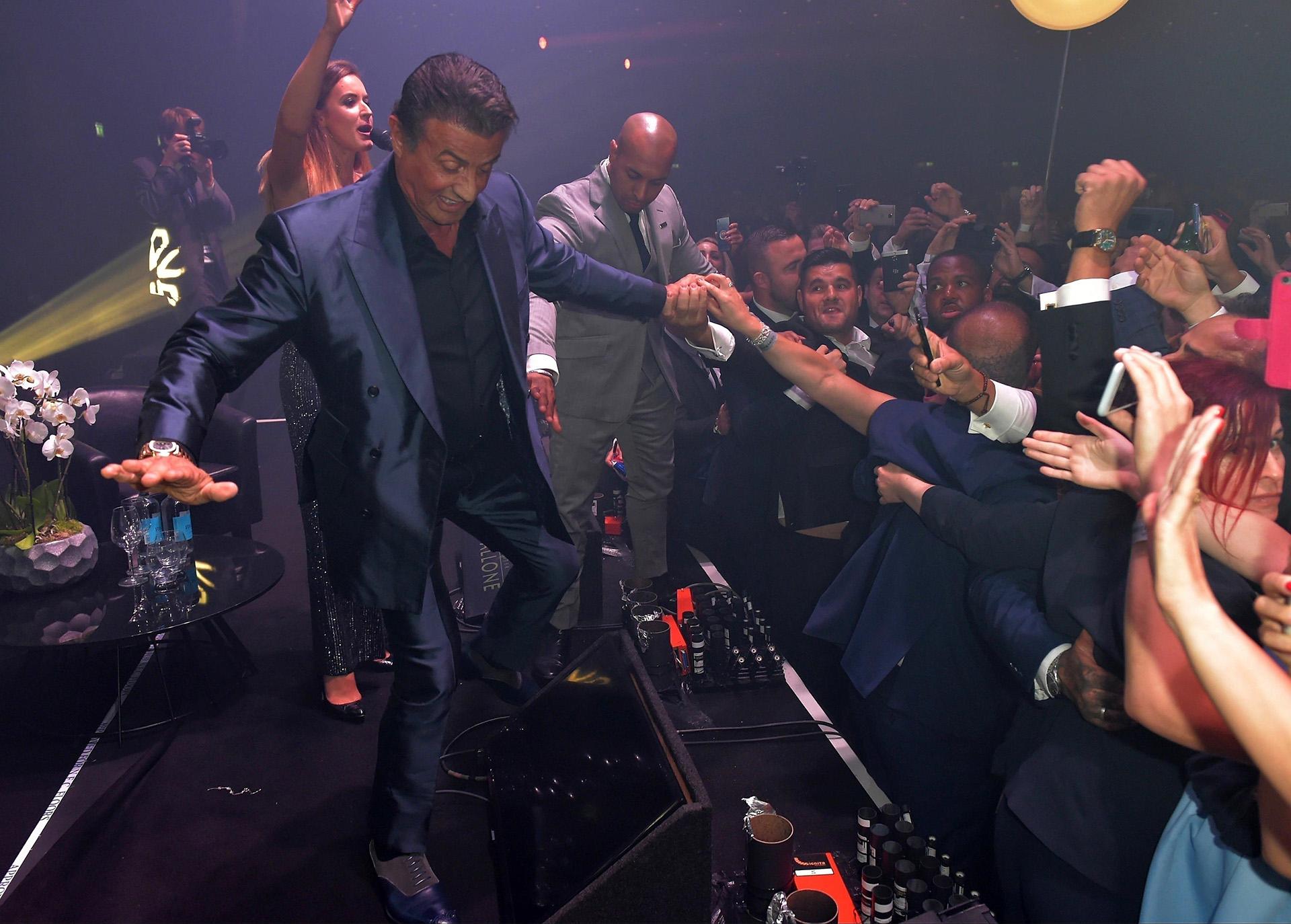Stallone no se privó de nada y hasta se animó a bailar arriba del escenario (Grosby Group)