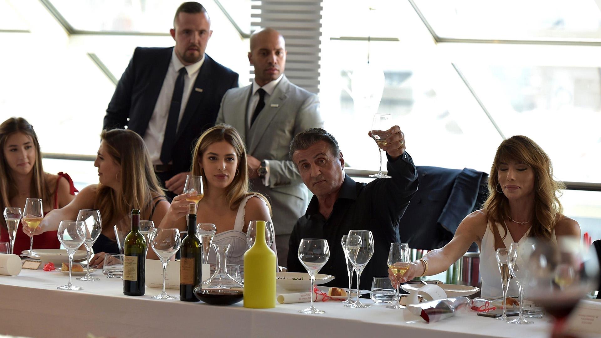 El momento del brindis junto a su familia (Grosby Group)