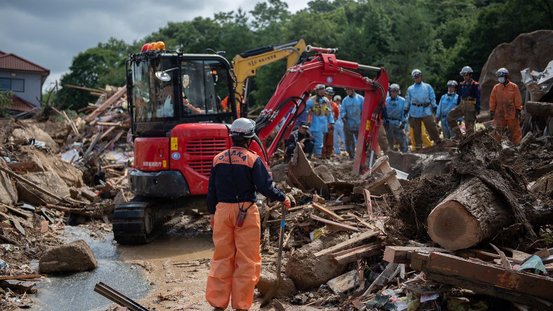 El conteo de las víctimas se vio dificultado por el enorme tamaño de la zona afectada por los aguaceros, inundaciones y deslaves registrados desde finales de la semana pasada. Las autoridades advirtieron que los deslaves podrían seguir incluso después de que amainen las precipitaciones