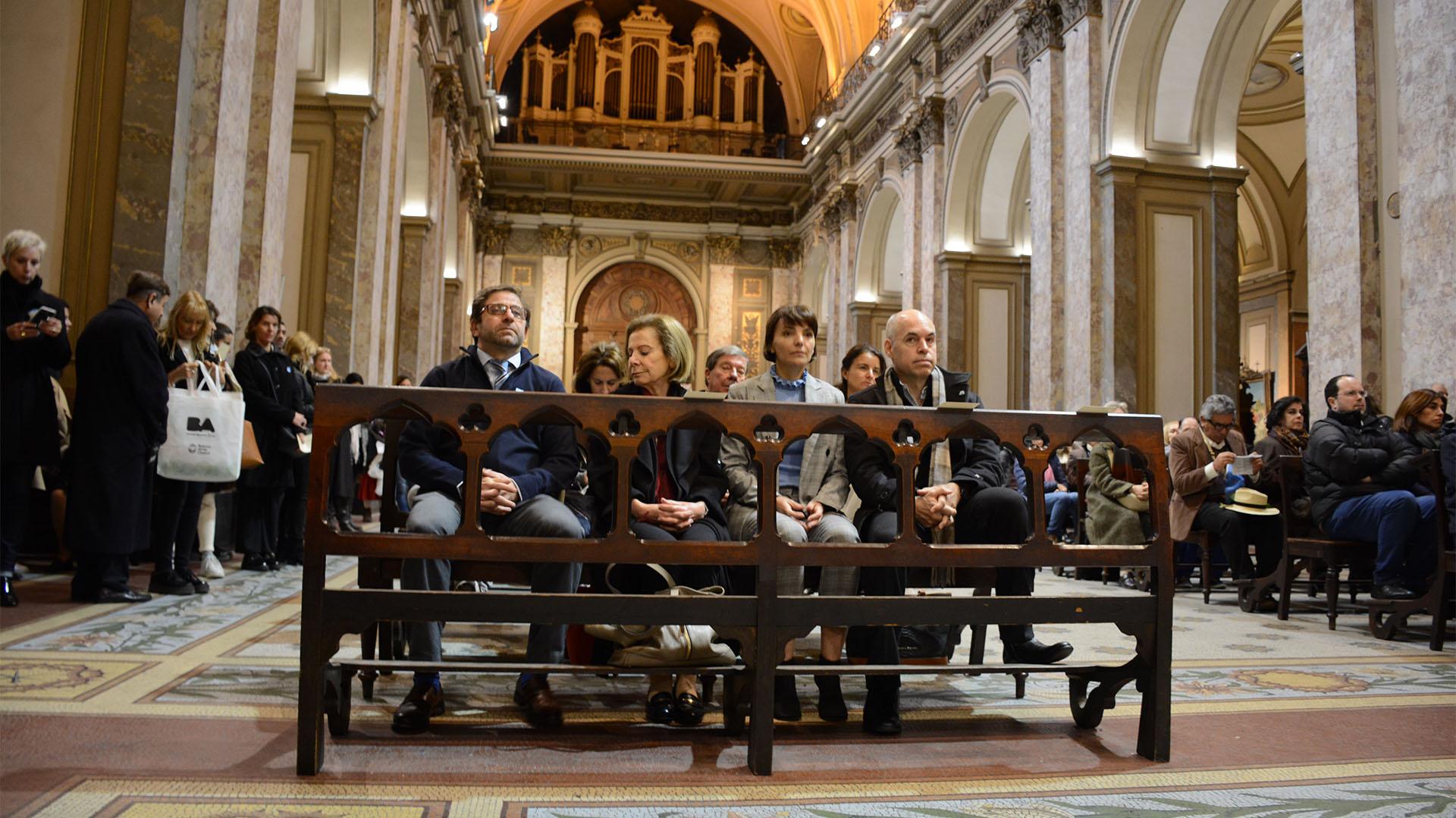 El jefe de Gobierno participó junto a su esposa, Bárbara Diez, del tedeum en la Catedral Metropolitana