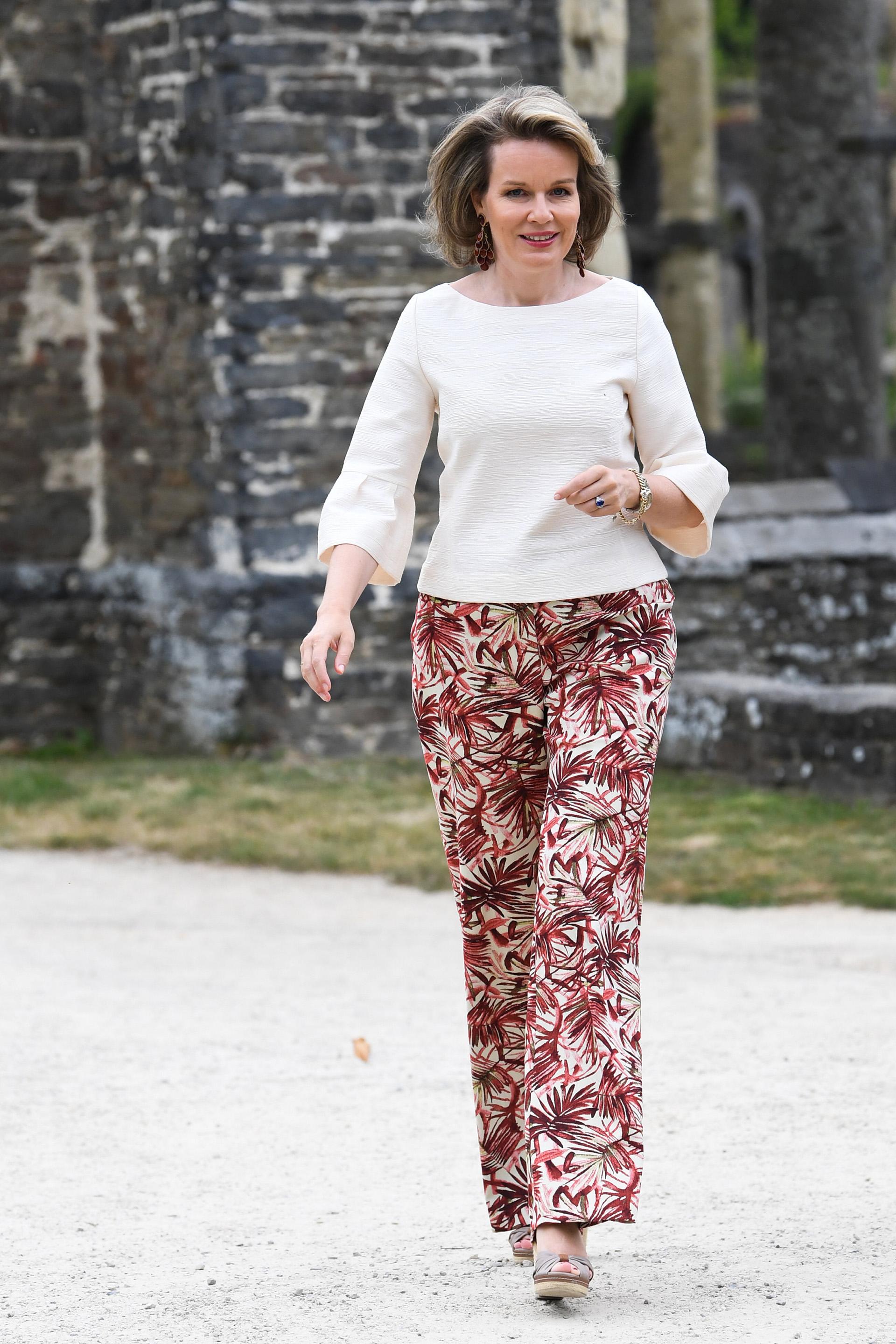 A los 45 años, Mathilde de Bélgica cautiva con su belleza, elegancia y simpleza