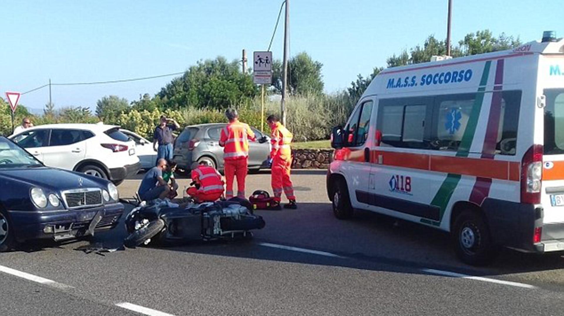 Una unidad de emergencias aguarda para trasladarlo al hospital Juan Pablo II de Cerdeña