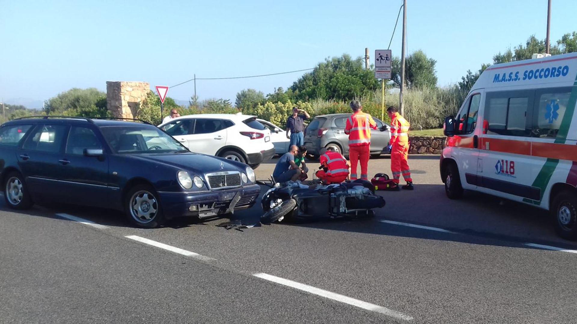 Una unidad de emergencias aguarda para trasladarlo al hospital Juan Pablo II de Cerdeña. (Grosby Group)