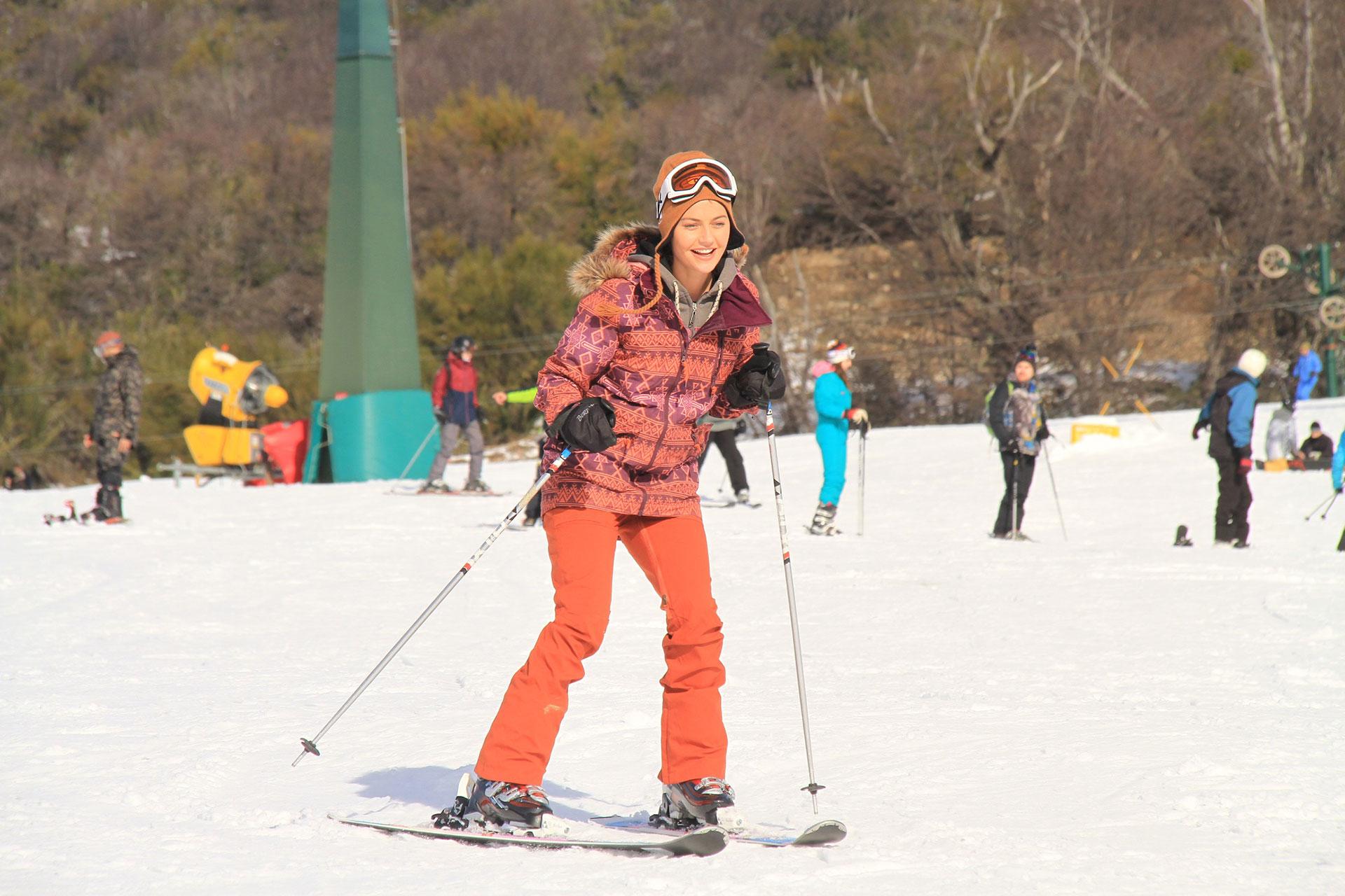 A pesar de ser su primera experiencia en la nieve, Sofía Jujuy Jiménez se mostró segura.