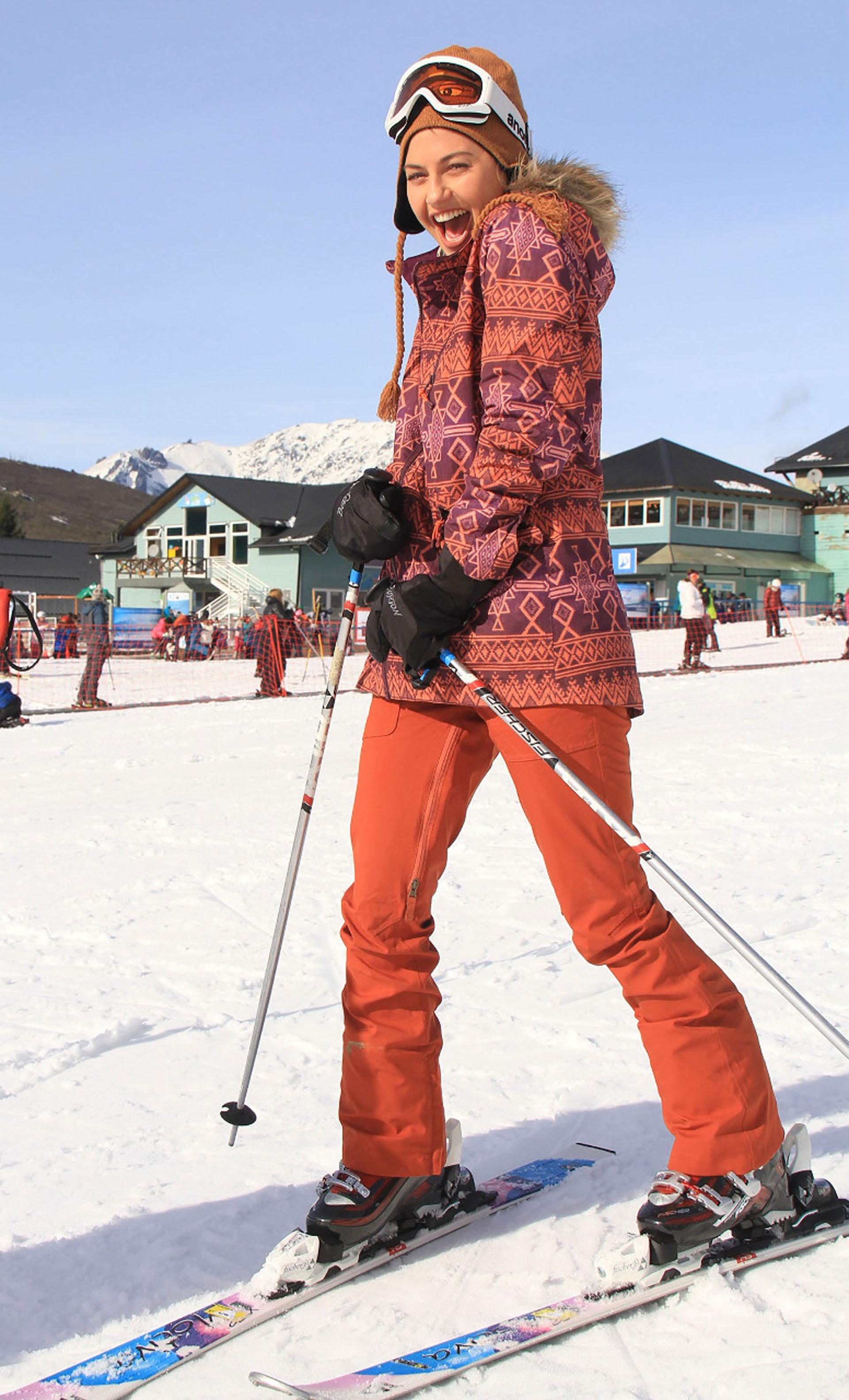 Sofía Jujuy Jiménez se desliza por primera vez en la nieve.