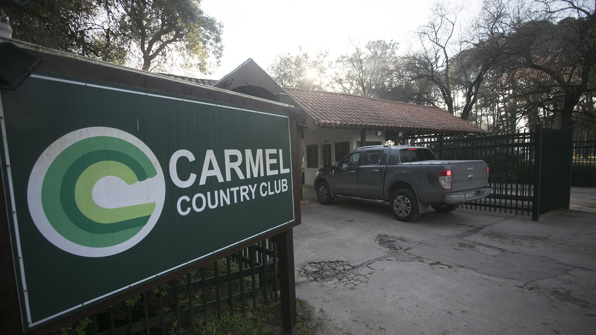 La entrada del country Carmel (foto Alberto Raggio)