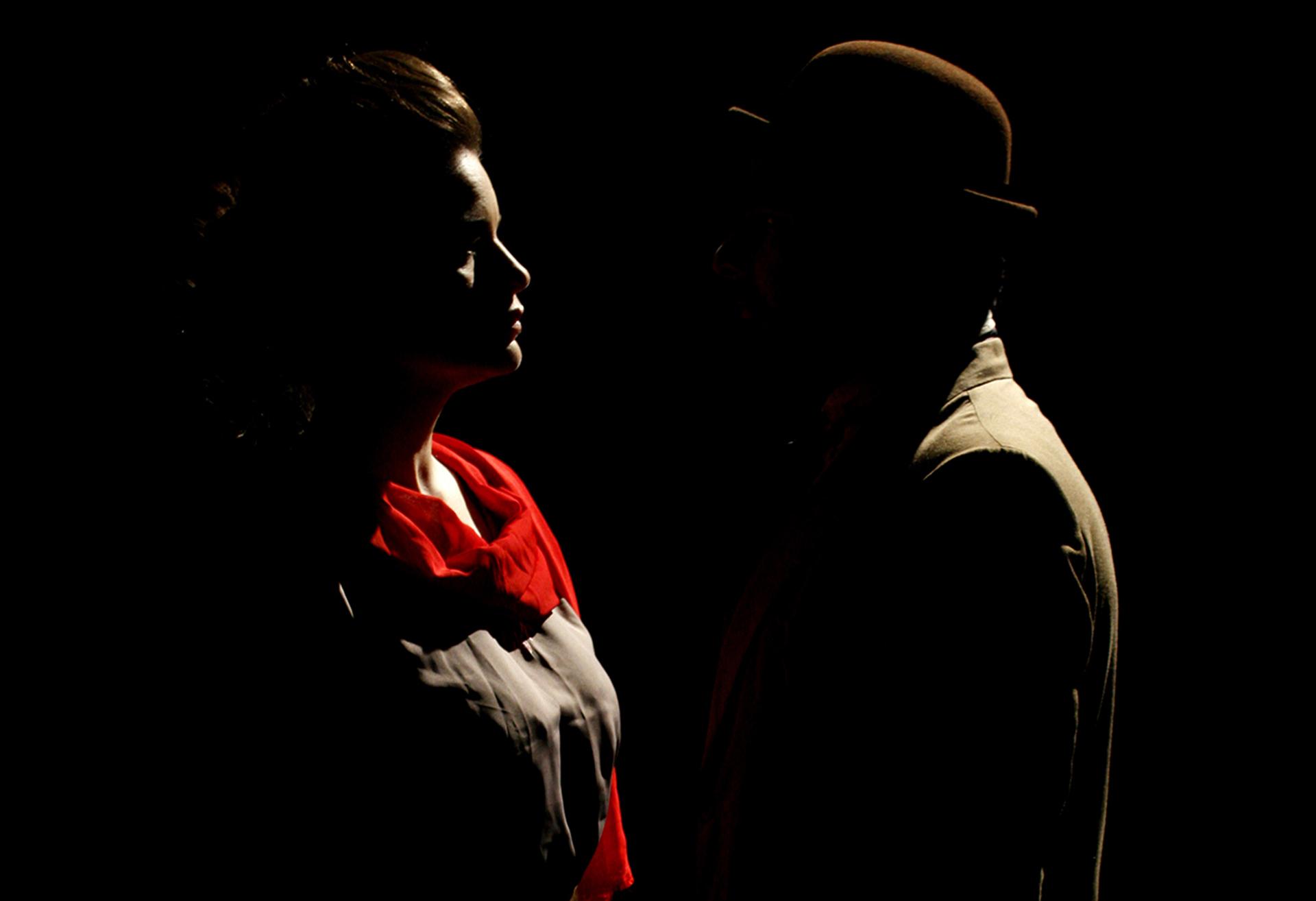 La obra recrea el encuentro entre Rosa Luxemburgo y Manguel Ugarte (Emmanuel Melgarejo)