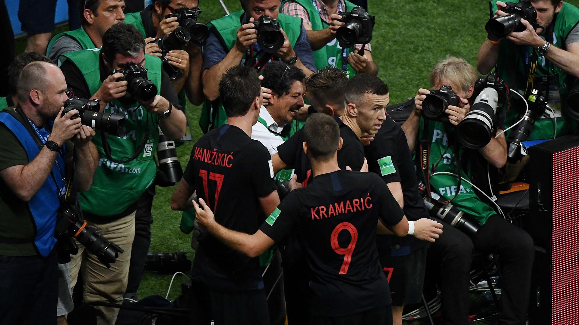 El momento en el que los croatas se disculpan con Cortez (AFP)