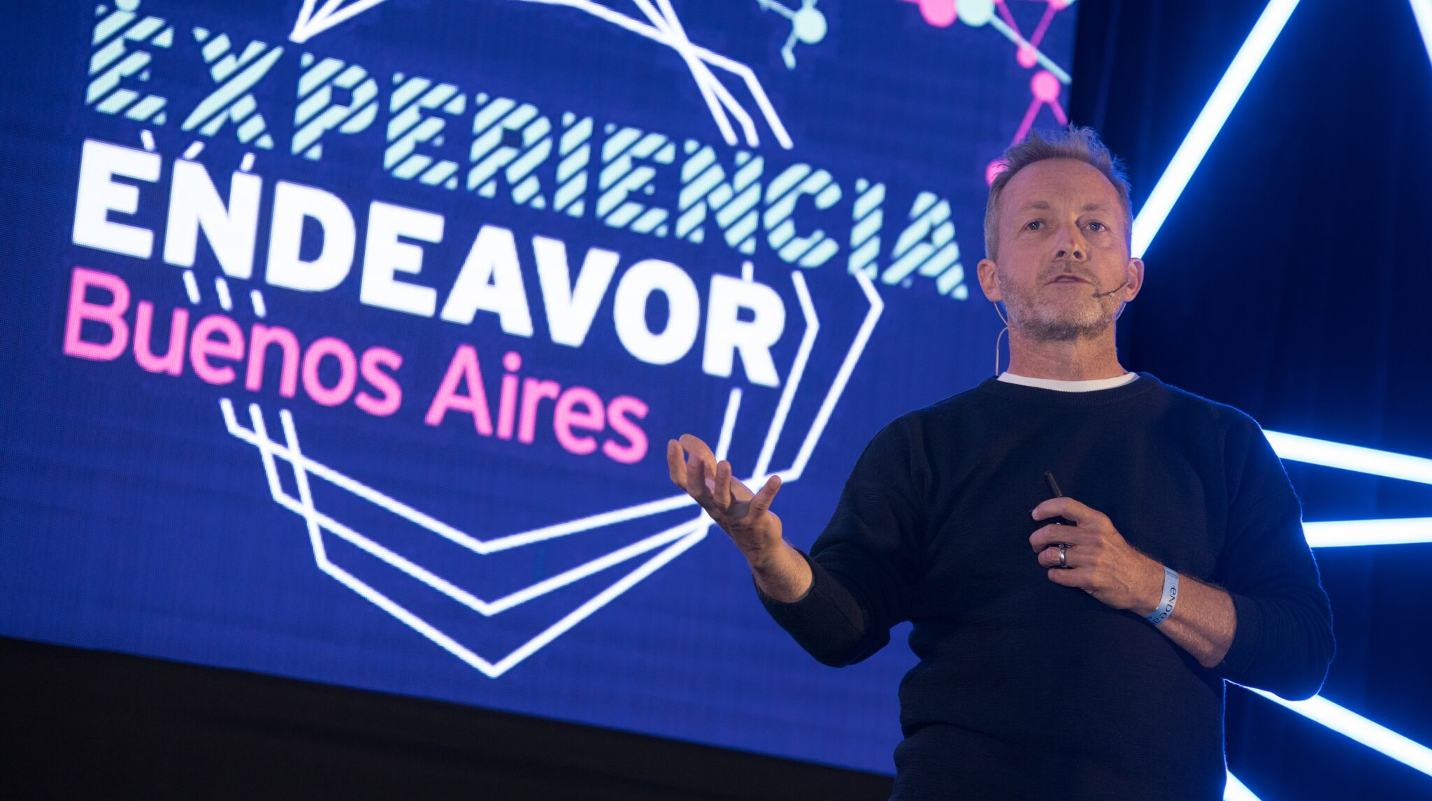 """Steven Kydd participó como orador en el mega evento """"Experiencia Endeavor"""", con el que esta ONG- que aglutina emprendedores de alto impacto -celebró sus 20 años de existencia (Endeavor)"""