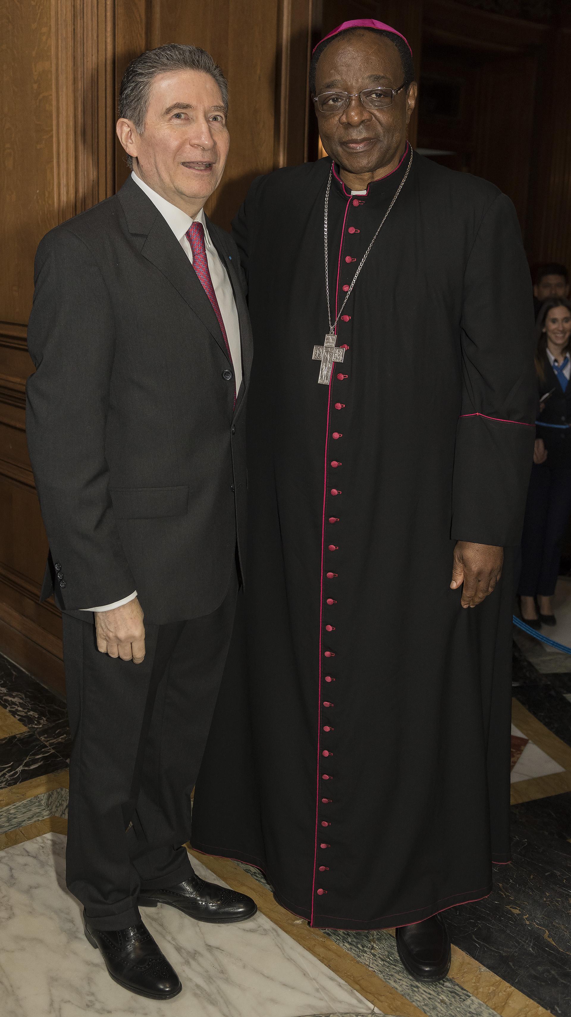 El Nuncio apostólico en la Argentina, monseñor León Kalenga Badikebele