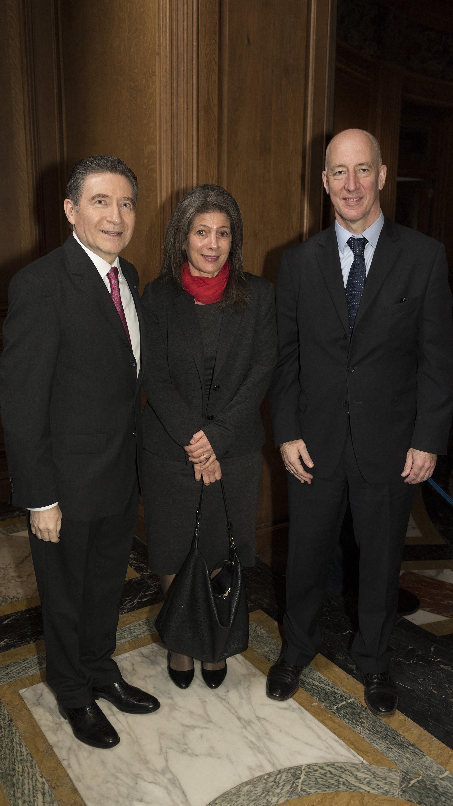 El embajador británico Mark Kent y su mujer Martine