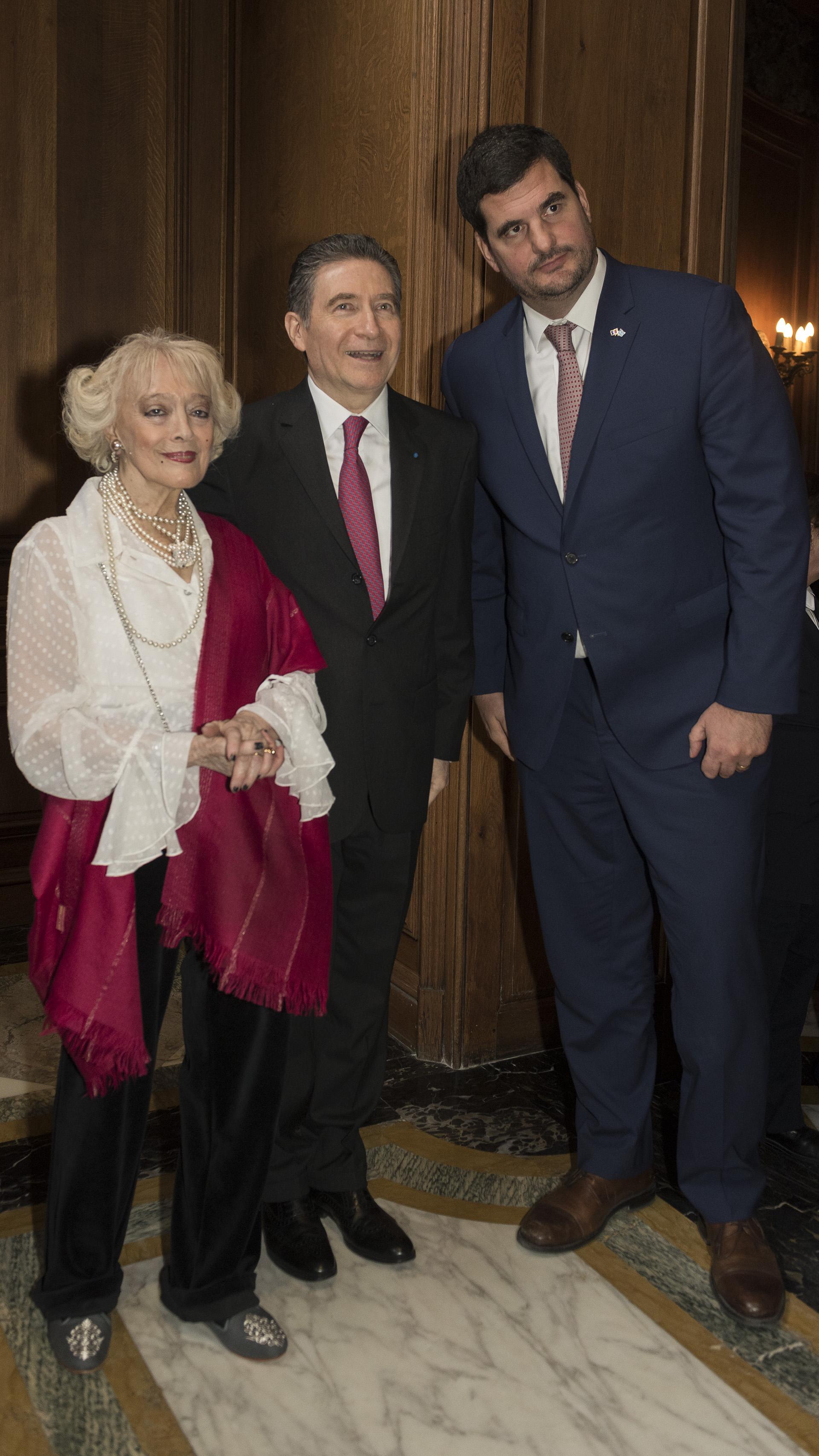 Los embajadores junto al secretario de Seguridad, Eugenio Burzaco
