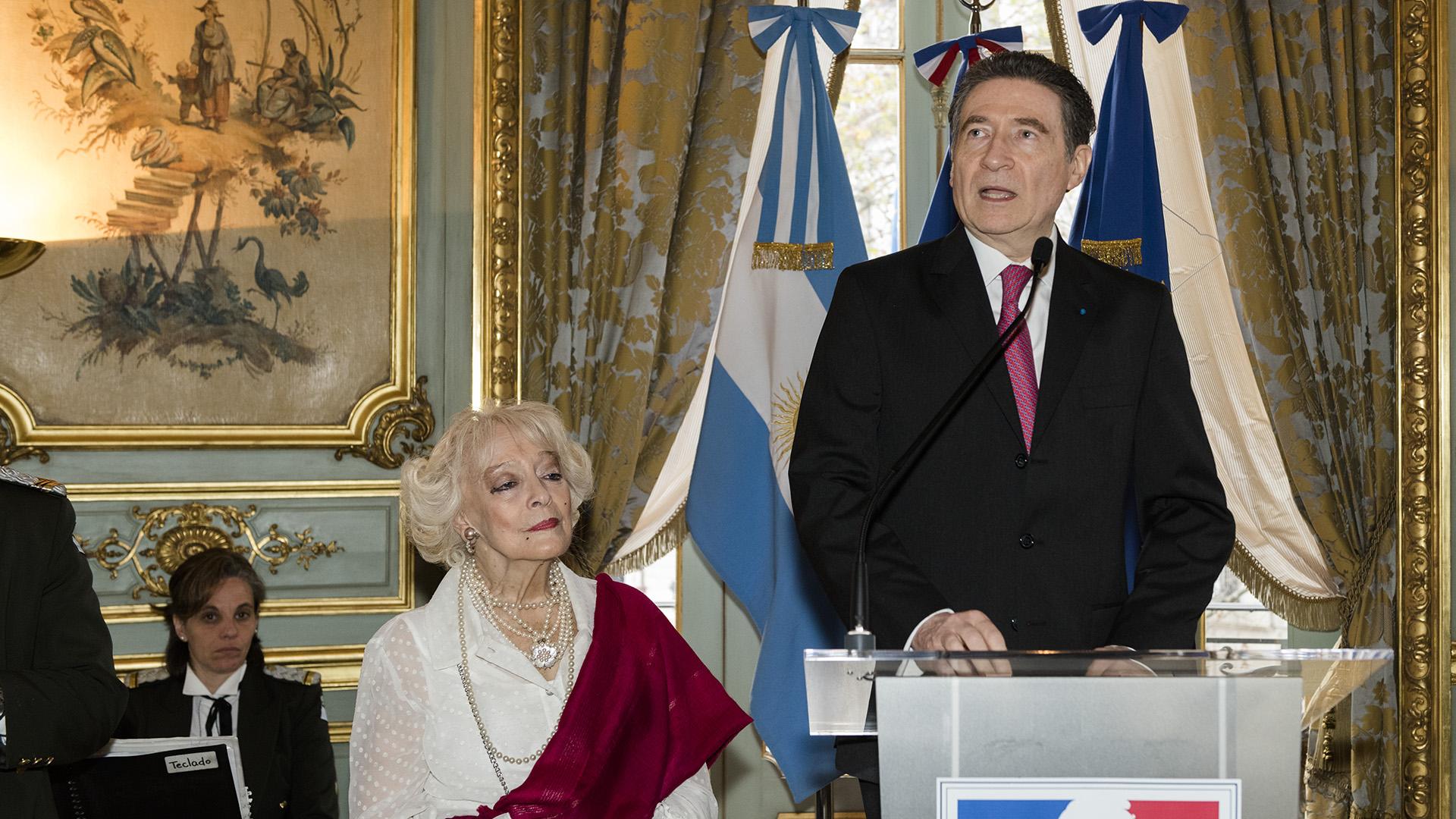Elembajadorde Francia en la Argentina, Pierre-HenriGuignard, acompañado por su mujer Marie-Carmen durante la recepción del 14 de julio