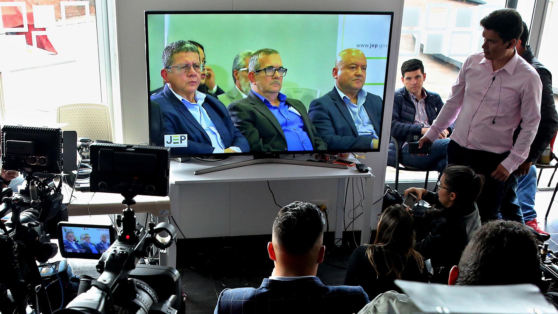 """Los ex guerrilleros Pablo Catatumbo, """"Timochenko"""" y """"Carlos Lozada"""", en el banquillo por 40 casos de secuestros de las FARC (EFE)"""
