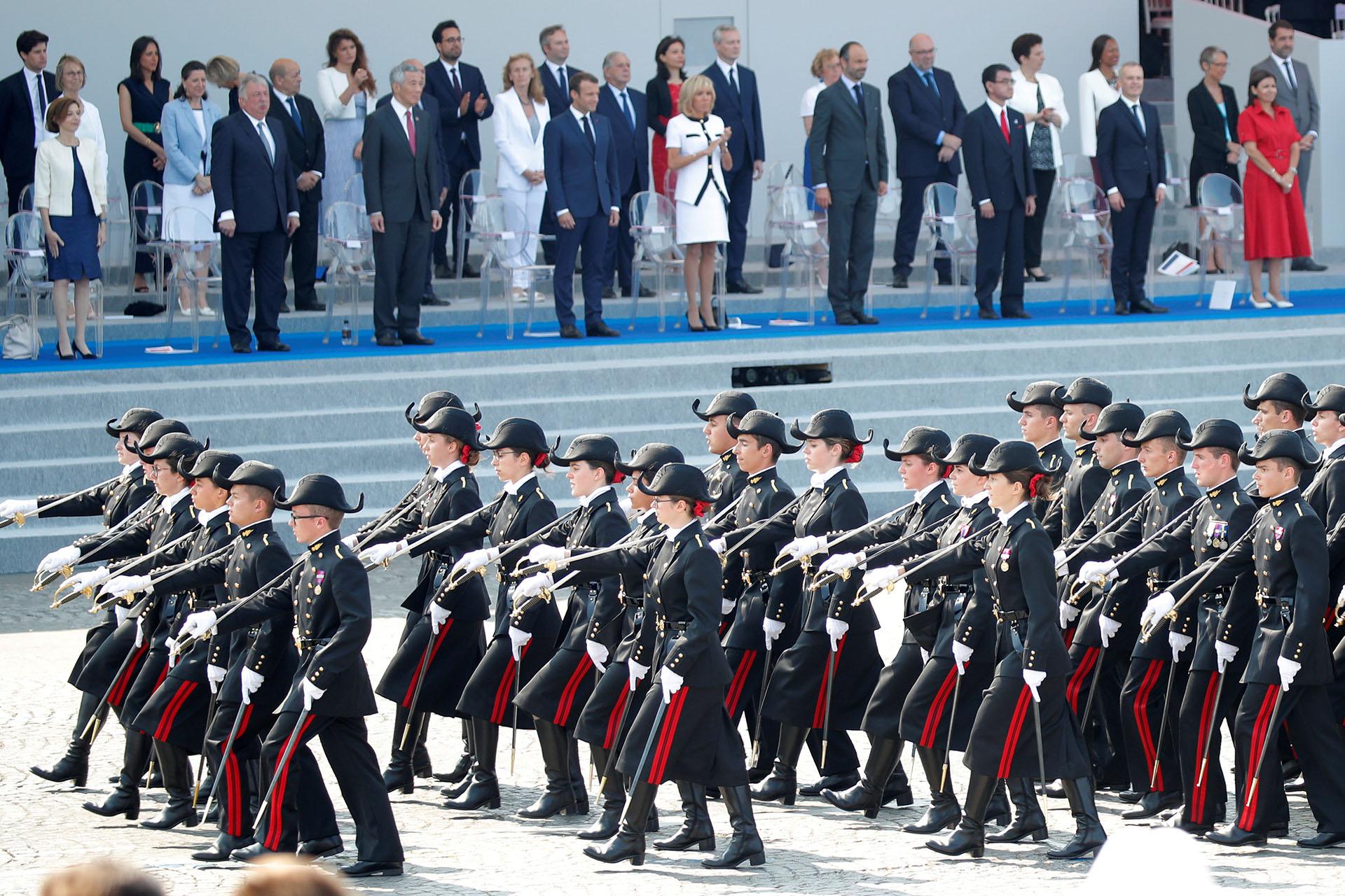 Siete soldados de las fuerzas de autodefensa japonesas y del ejército singaporense lideraron la marcha, pues sus países fueron invitados de honor en este 14 de julio como gesto de la voluntad de Francia de reforzar sus relaciones militares en Asia y el Pacífico
