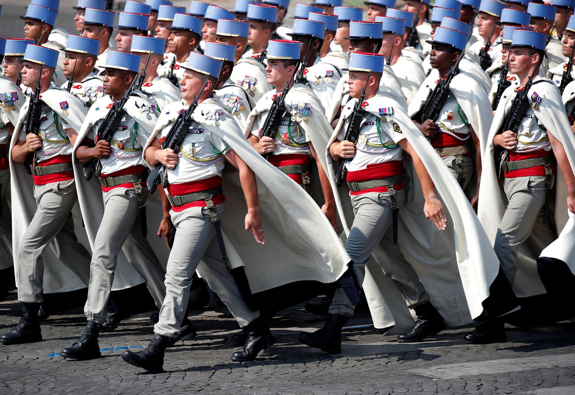 Durante la tarde del sábado y a 900 kilómetros de distancia la ciudad de Niza (sureste) celebró su particular 14 de julio, que quedó marcado hace dos años por el triste aniversario del atentado en el paseo marítimo en el que un terrorista al volante de un camión acabó con la vida de más de ochenta personas