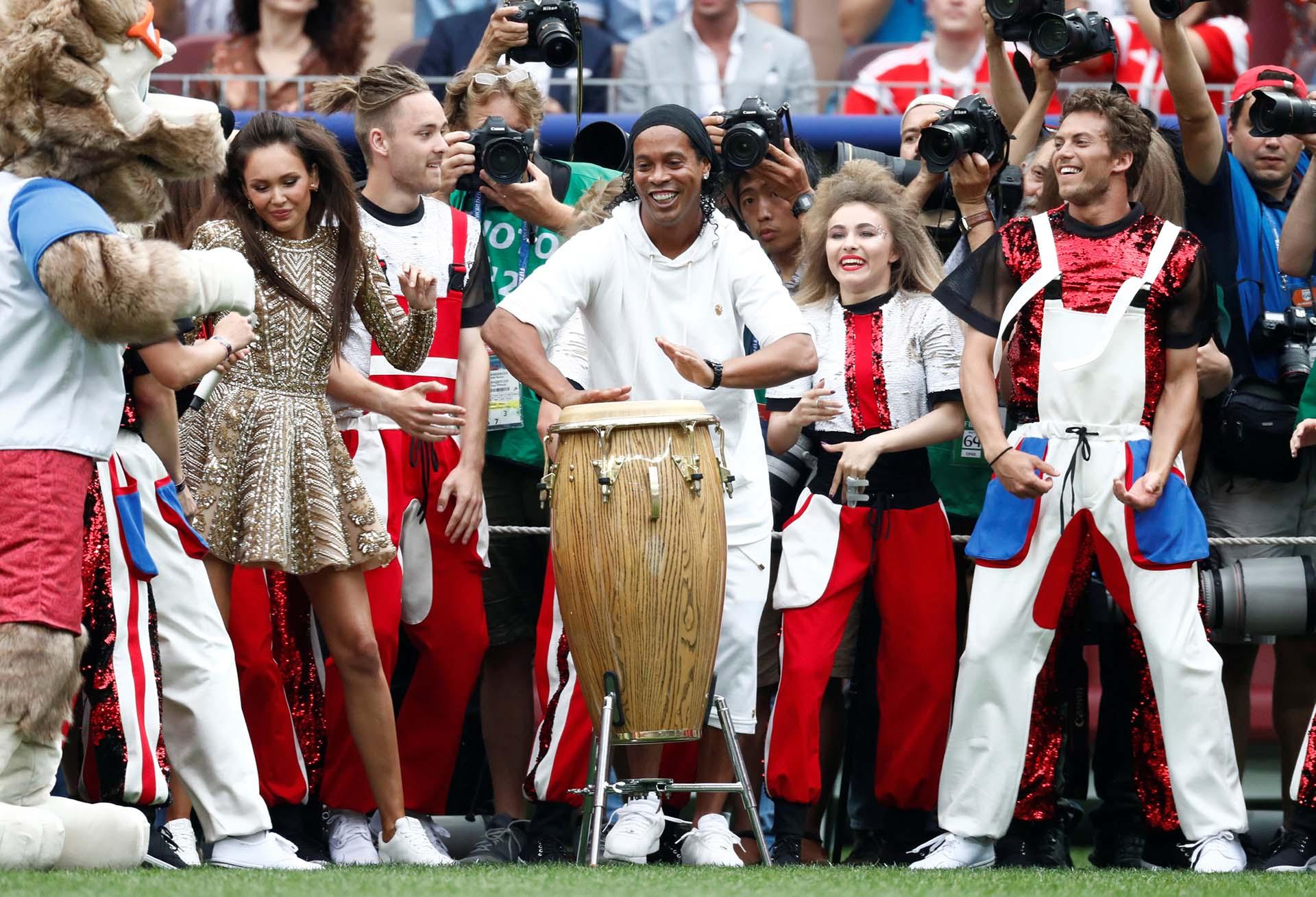 Ronaldinho y su aparición en la fiesta