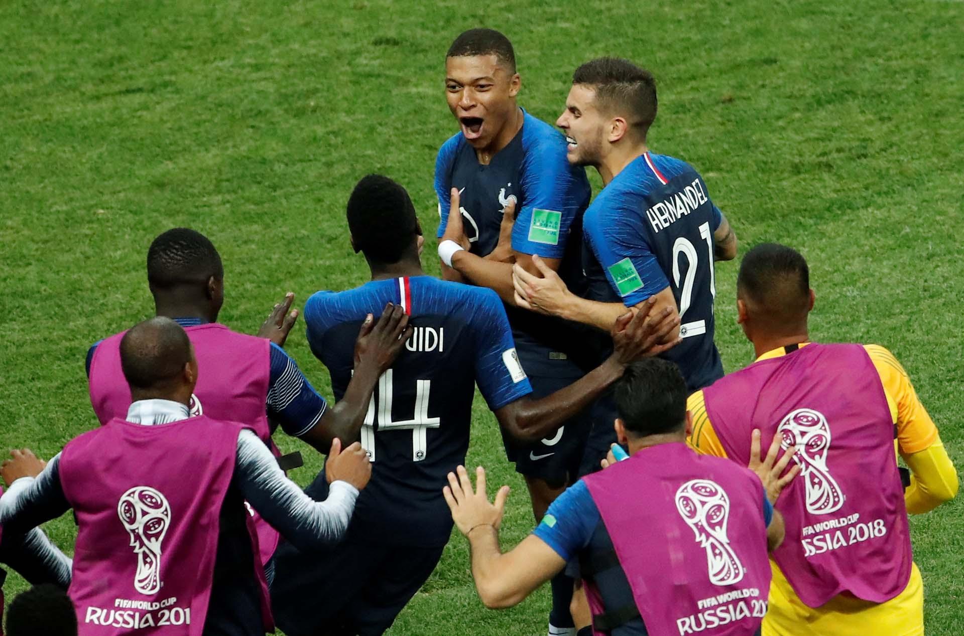 Mabppé festeja su gol, el cuarto