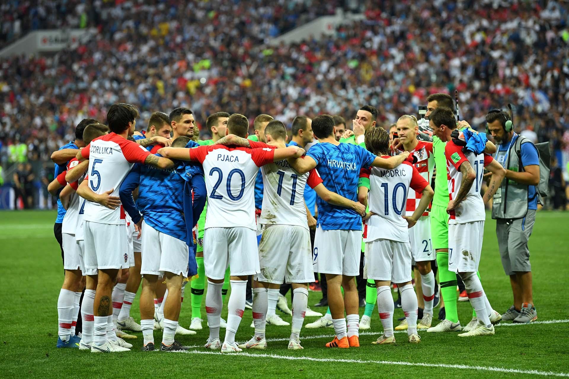 El abrazo colectivo de Croacia tras la caída