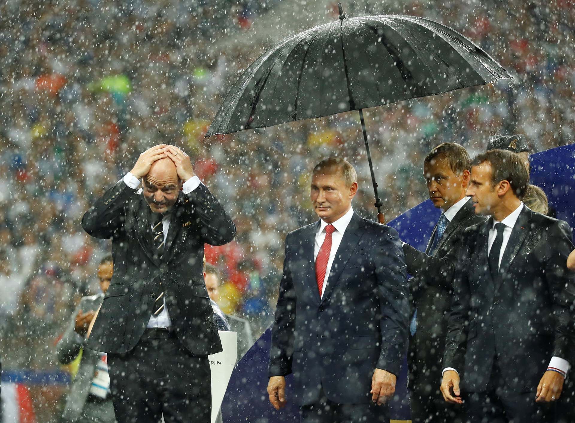 Gianni Infantino, presidente de la FIFA, Vladimir Putin, presidente de Rusia, y Emmanuel Macron, presidente de Francia
